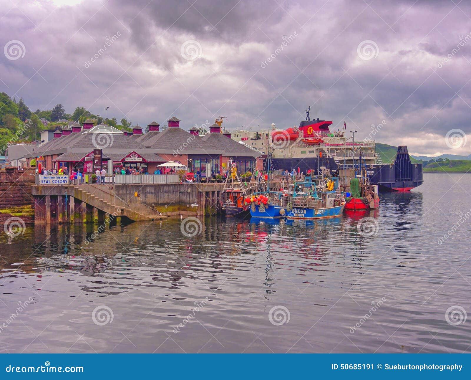 Download Oban的港口 编辑类照片. 图片 包括有 港口, 苏格兰, 威士忌酒, 捕鱼, 游人, 社论, 乘客, 小船 - 50685191