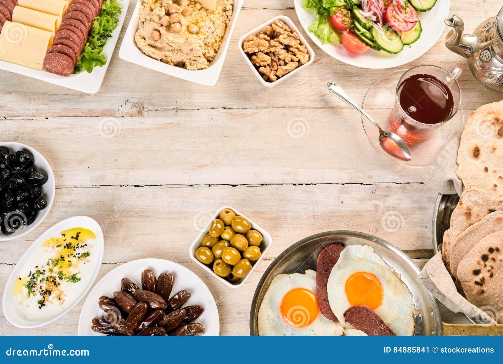 Obenliegende Ansicht des orientalischen Frühstücks