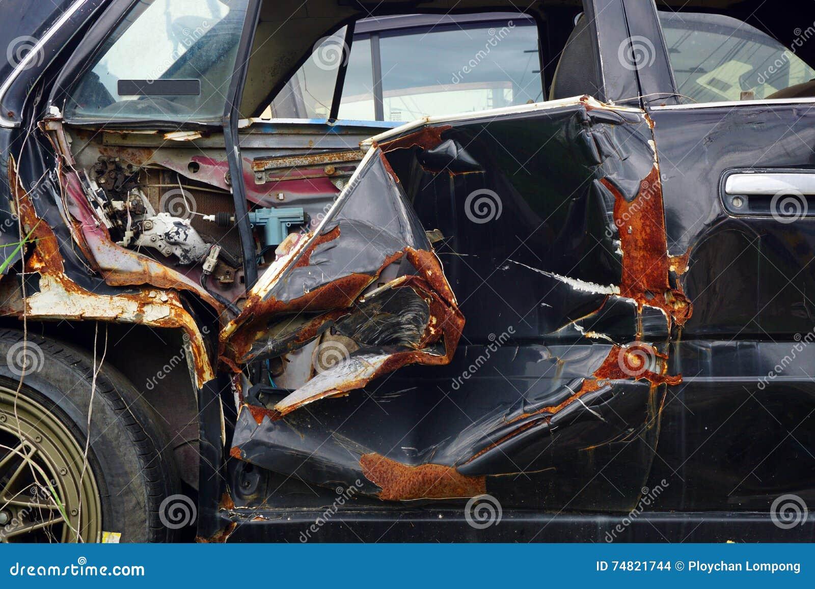 Oberfläche Des Alten Unfall Autos Und Rosts Stockfoto - Bild von ...