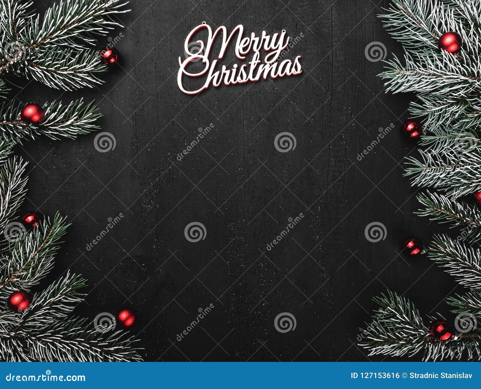 Oberleder, Spitze, Ansicht von oben, immergrüne Niederlassungen, Baumkugeln und weiße Aufschrift der frohen Weihnachten auf schwa