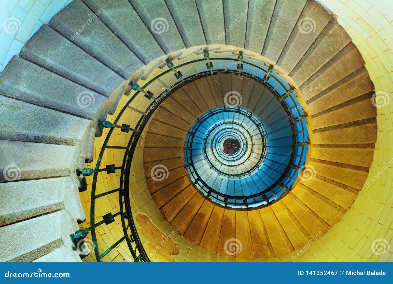 Oberseitenansicht einer Wendeltreppe im Leuchtturm oder im Turm