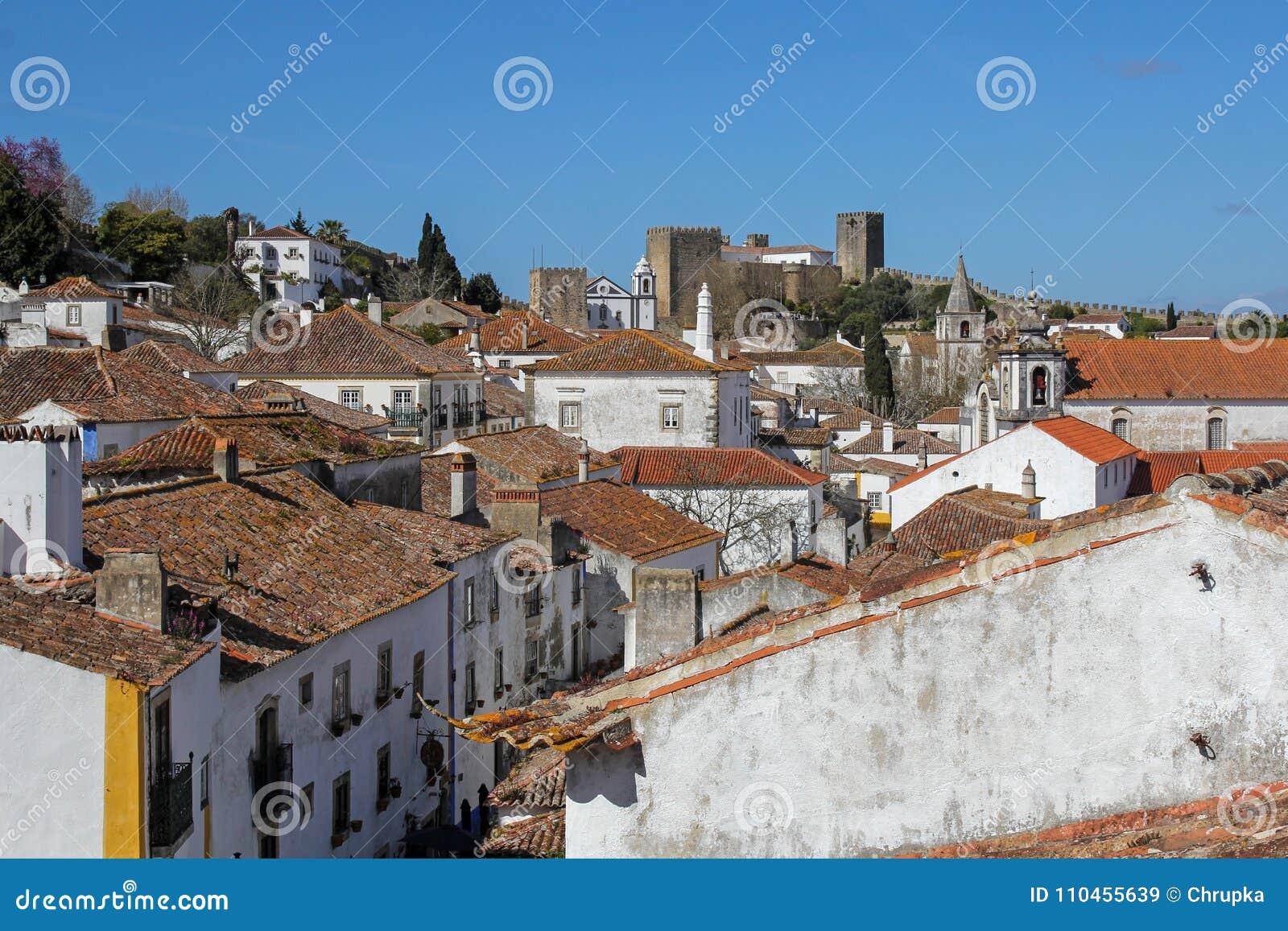 Obidos- mycket populär turist- destination i Portugal