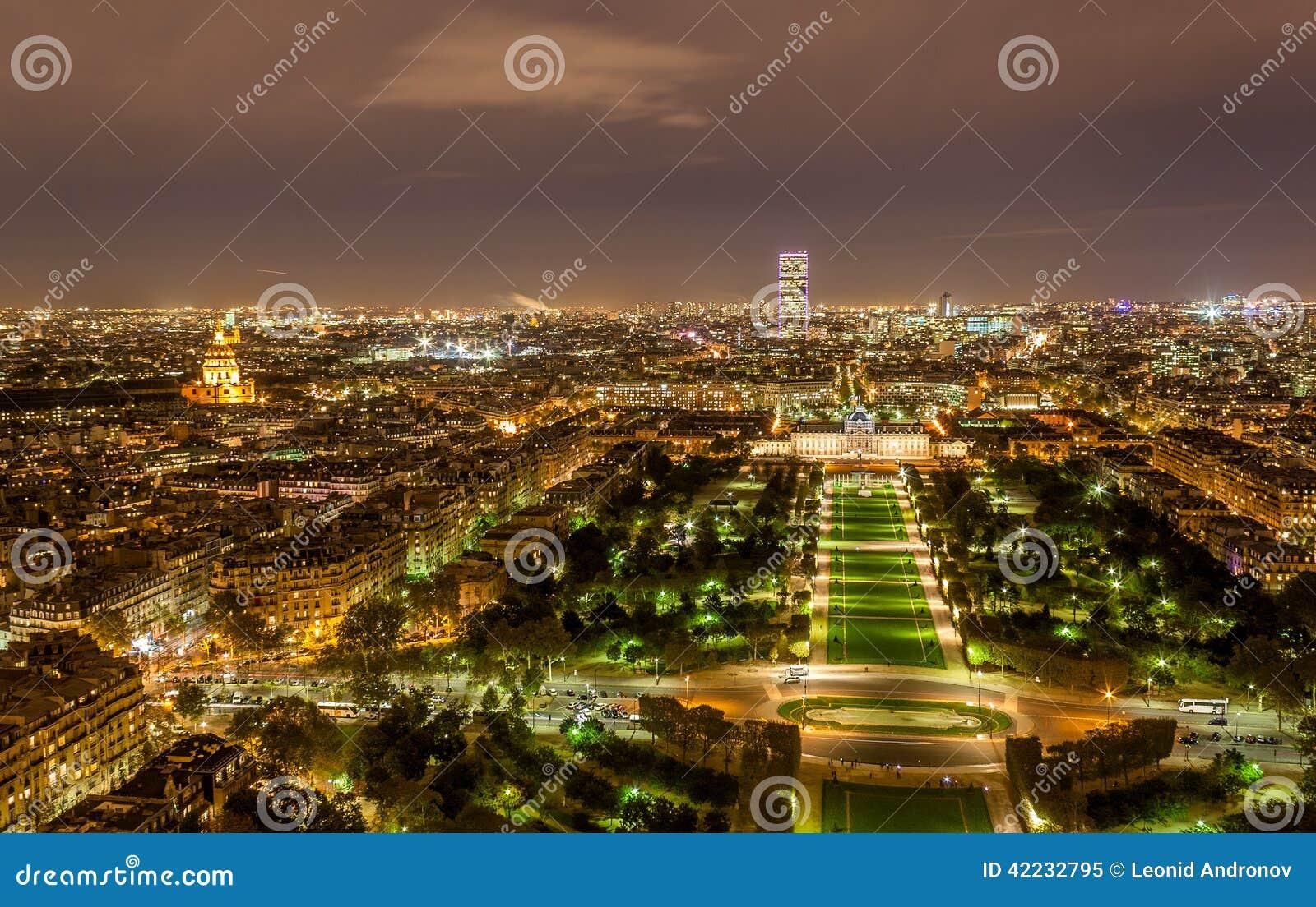 Objeżdża Montparnasse Militaire widzieć od wieży eifla i Ecole jak