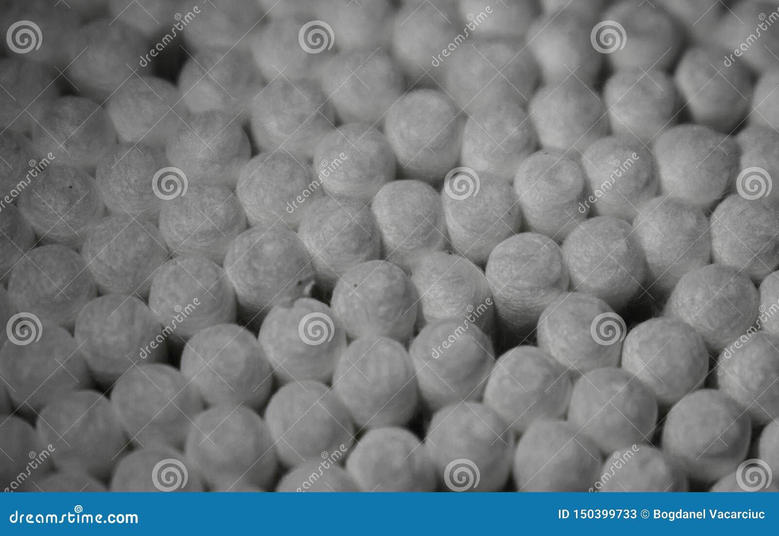 Objeto do algodão usado limpando as orelhas, cosméticos e umas outras coisas