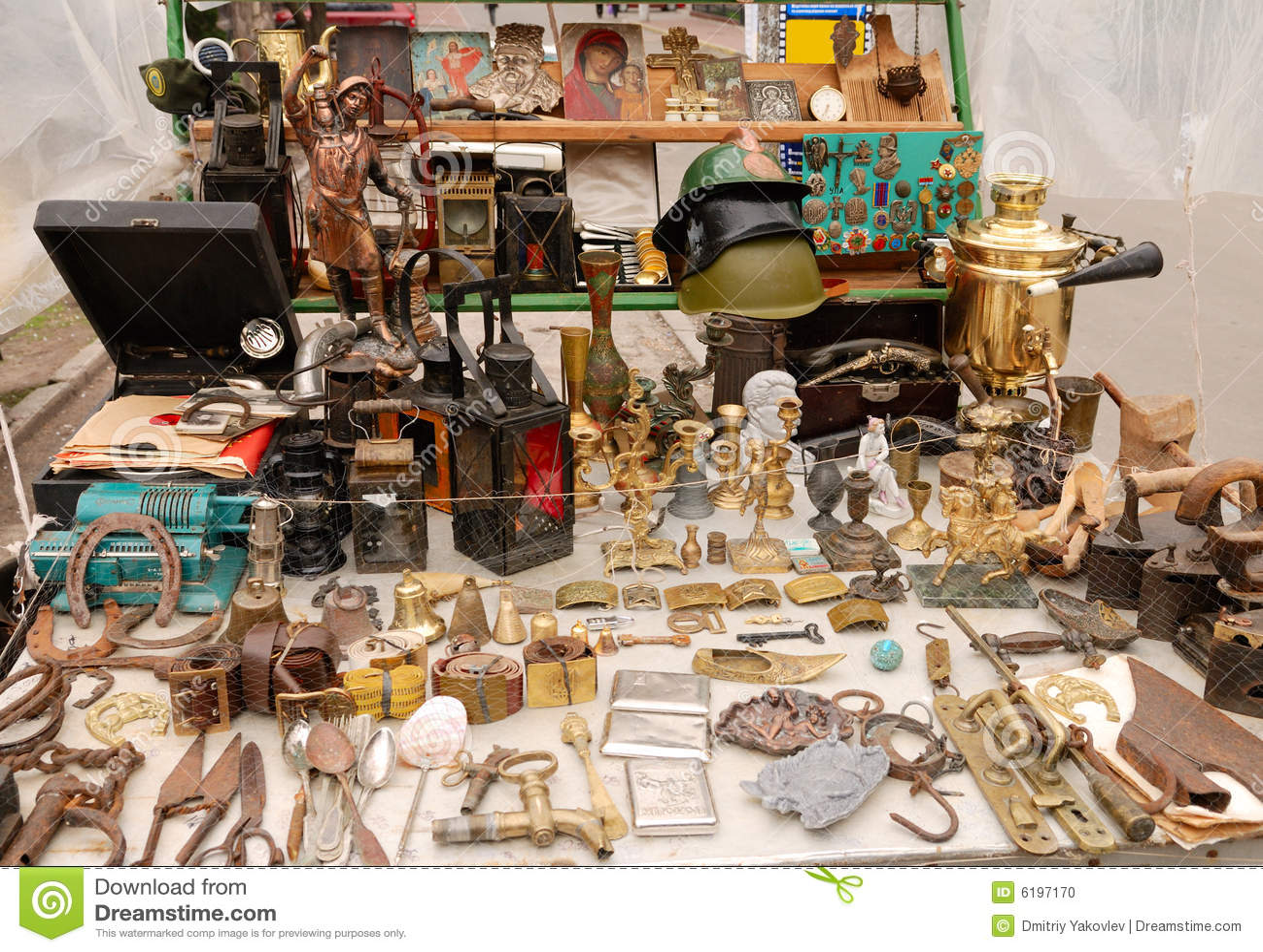 Objetos antiguos foto de archivo imagen de cristal pecho for Compra de objetos antiguos