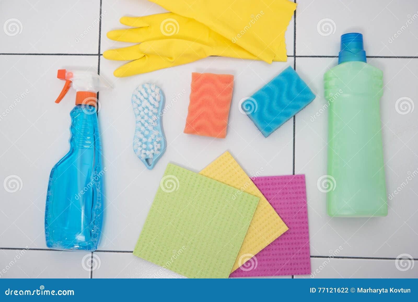 Objetos brillantes para limpiar la casa foto de archivo - Limpiar la casa ...