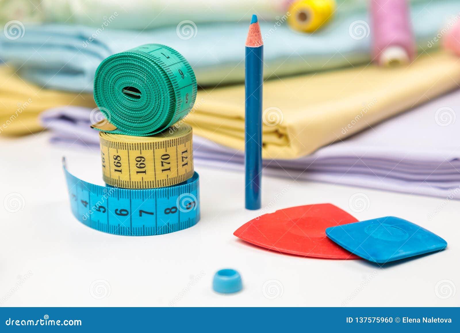 Objetos para costurar a faculdade criadora