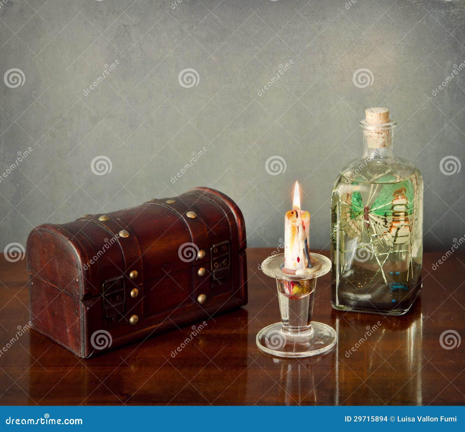 d int rieur toujours la vie coffre en bois bougie bouteille en verre. Black Bedroom Furniture Sets. Home Design Ideas