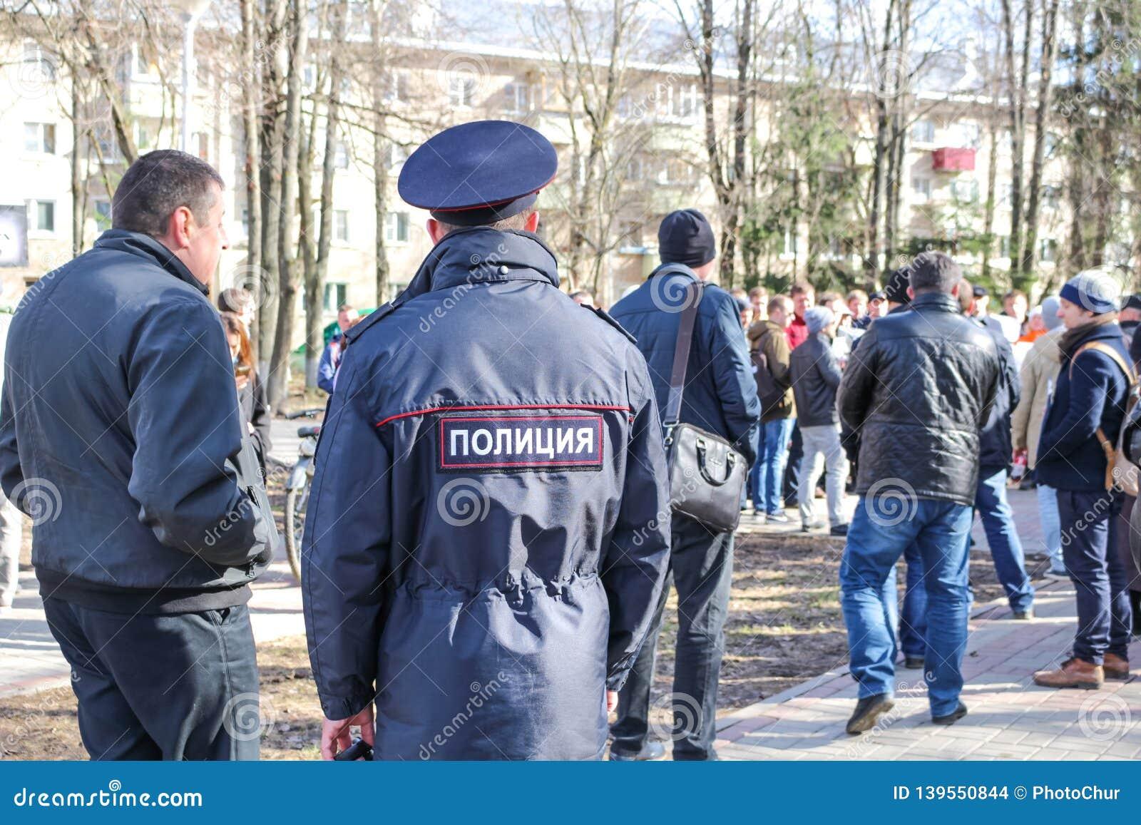 OBNINSK, RÚSSIA - 26 DE MARÇO DE 2017: Piquete contra a corrupção