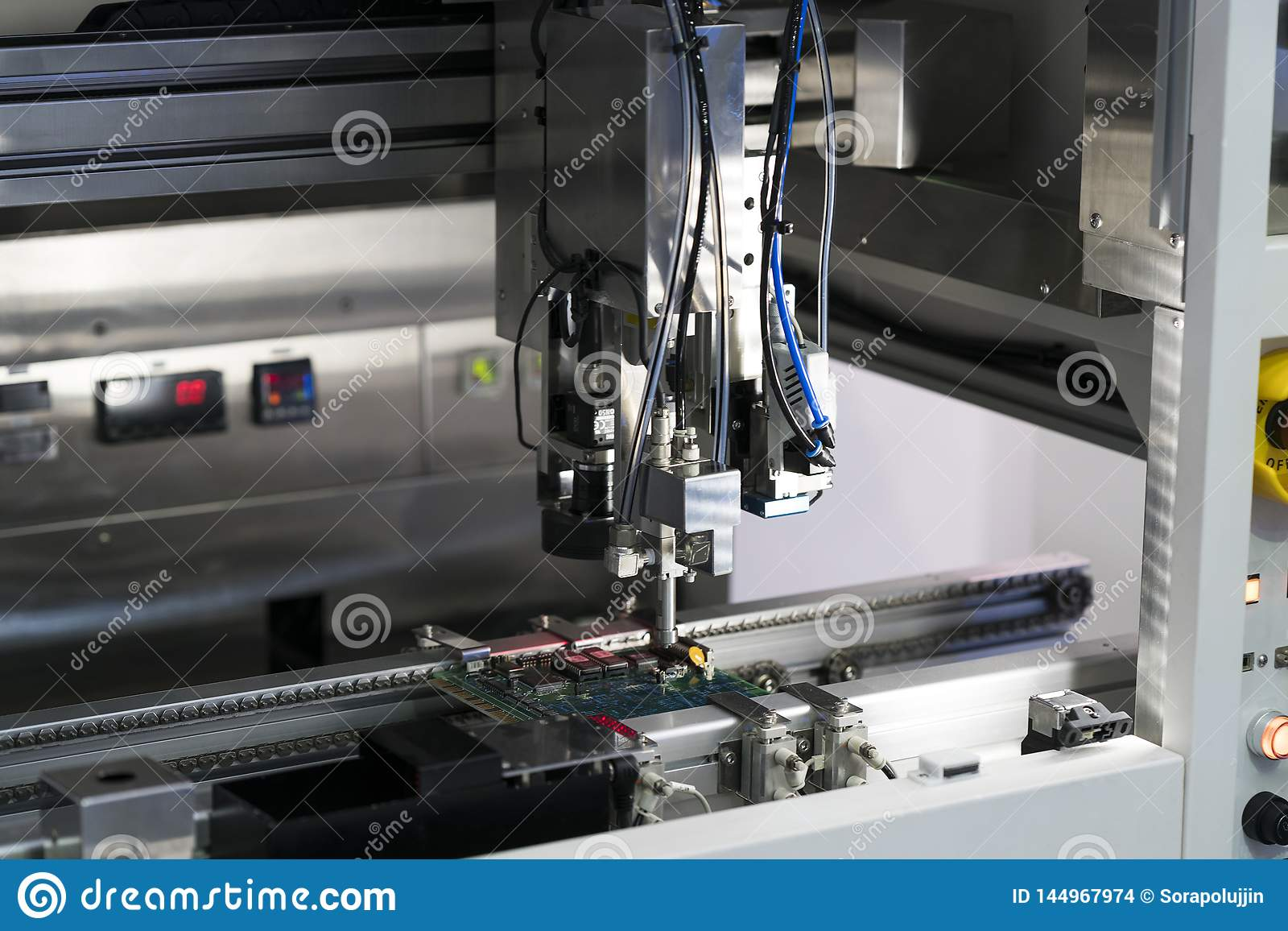 Obot e sistema di automazione per fabbricazione moderna