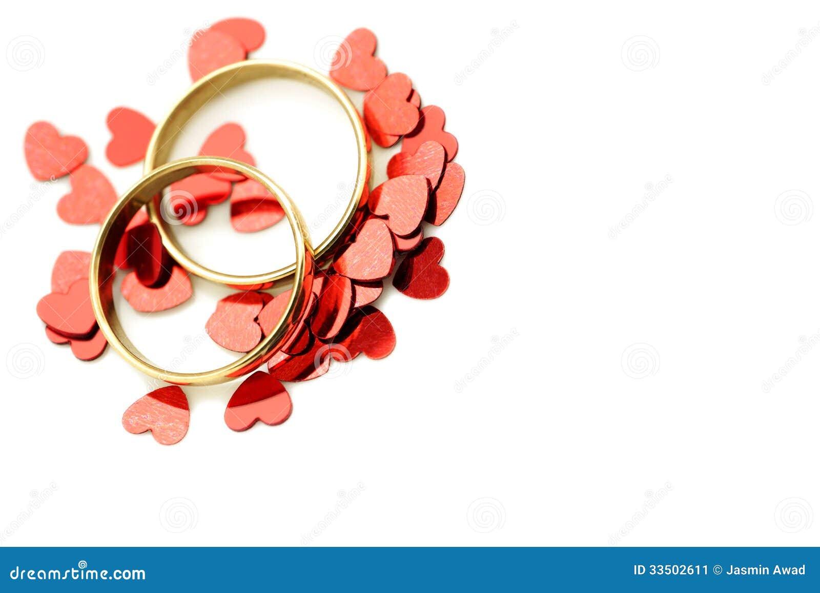 Obrączki ślubne z czerwonymi sercami