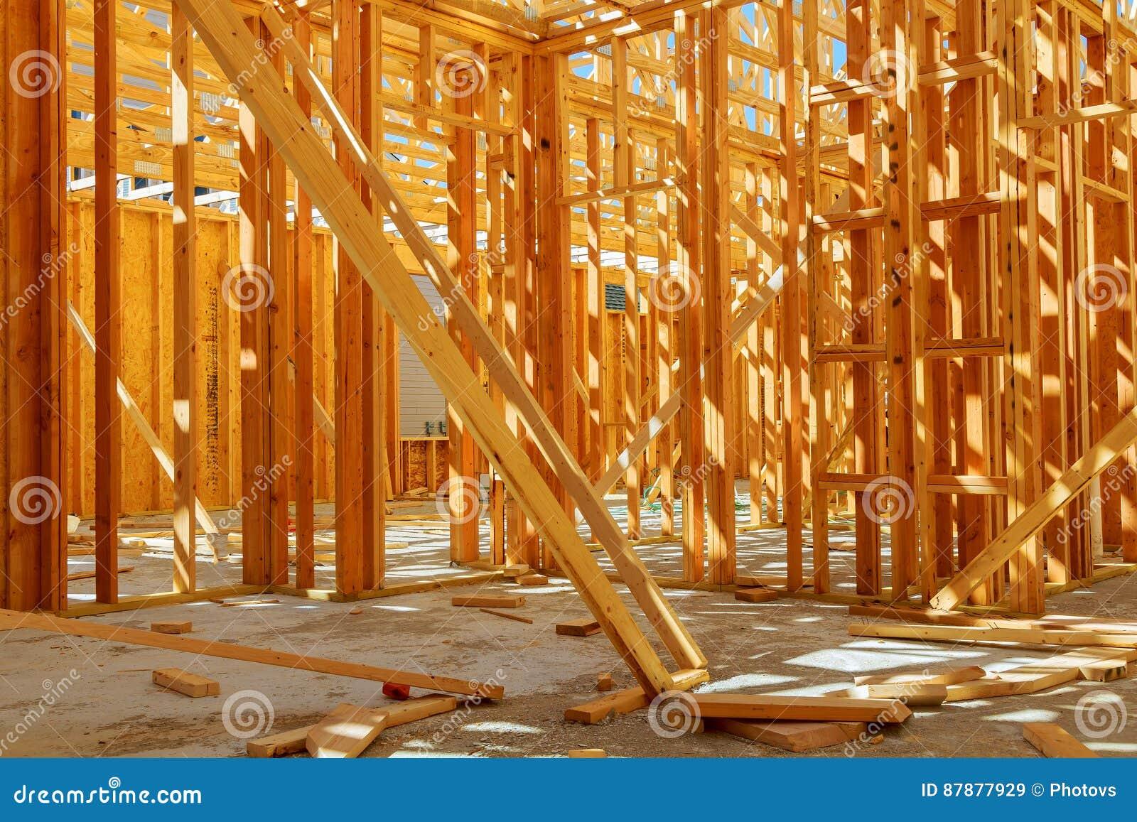 Obramiający budynek lub mieszkaniowy dom z podstawowym