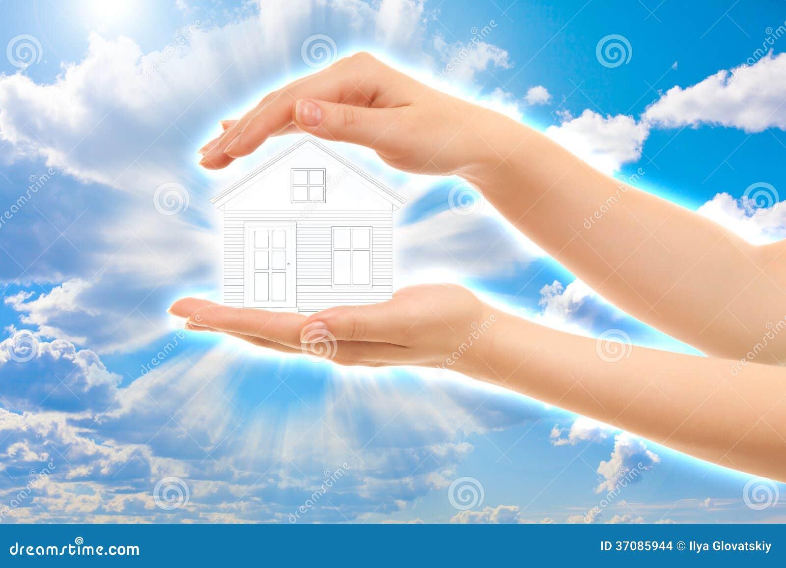 Download Obrazek Kobiet Ręki Trzyma Dom Zdjęcie Stock - Obraz złożonej z sprzedaż, budowa: 37085944