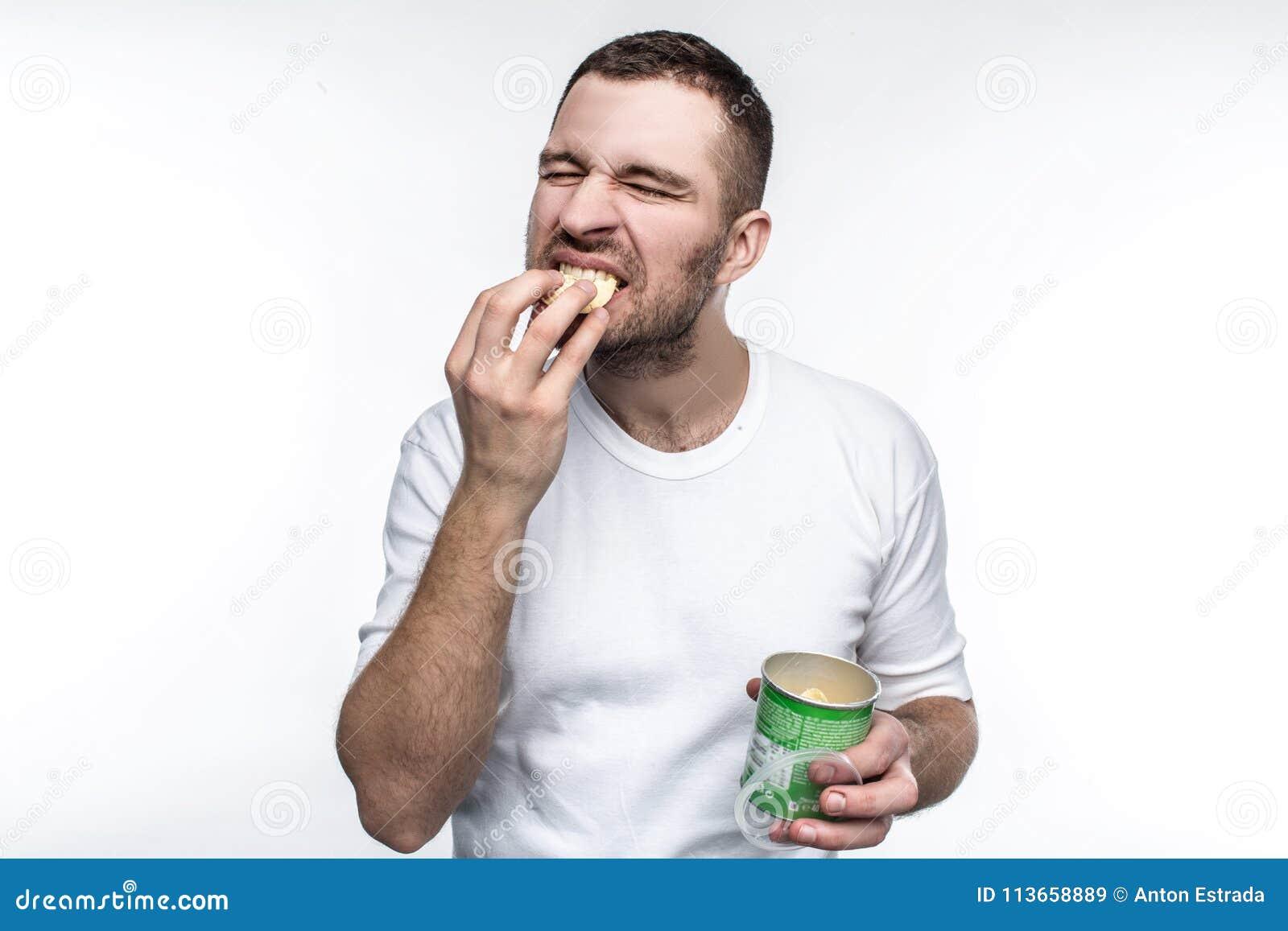 Obrazek potomstwa nd mężczyzna dziwny łasowanie szczerbi się od słoju Ten jedzenie no jest zdrowy i dobry ale lubi je Foluje