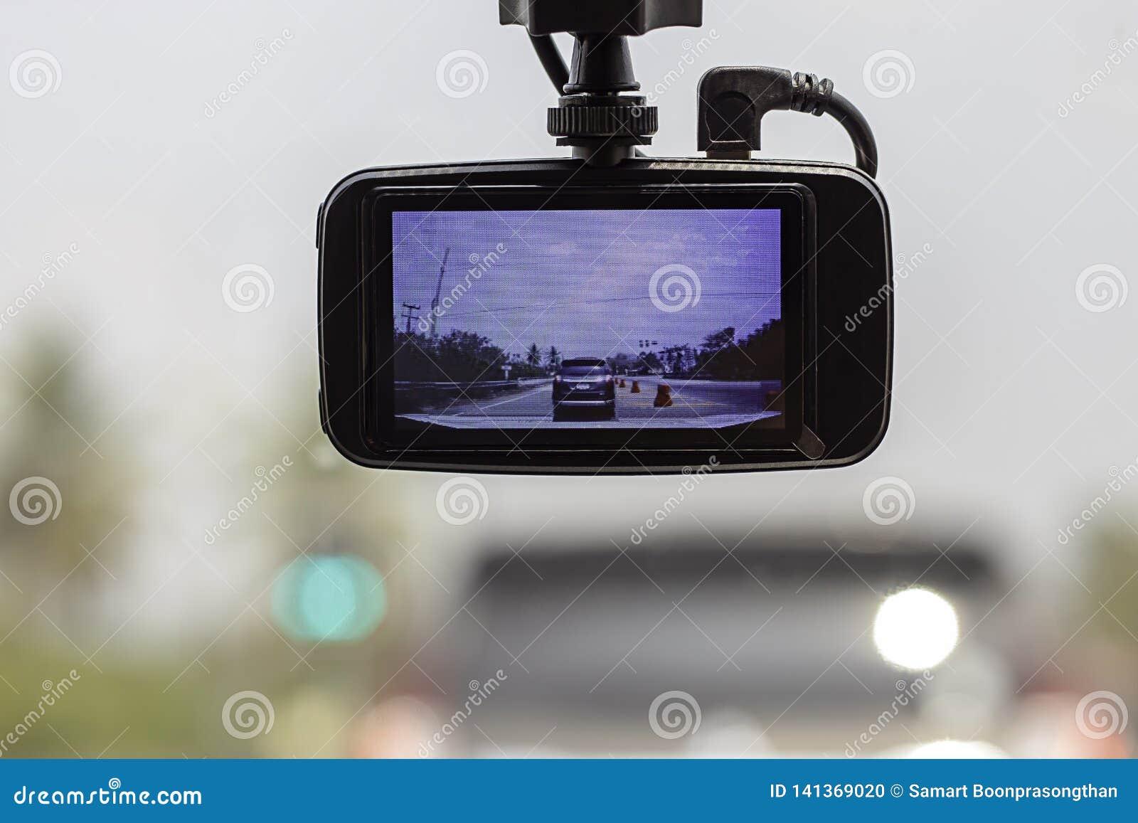 Obrazuje samochody i niebo na kamerze w samochodzie