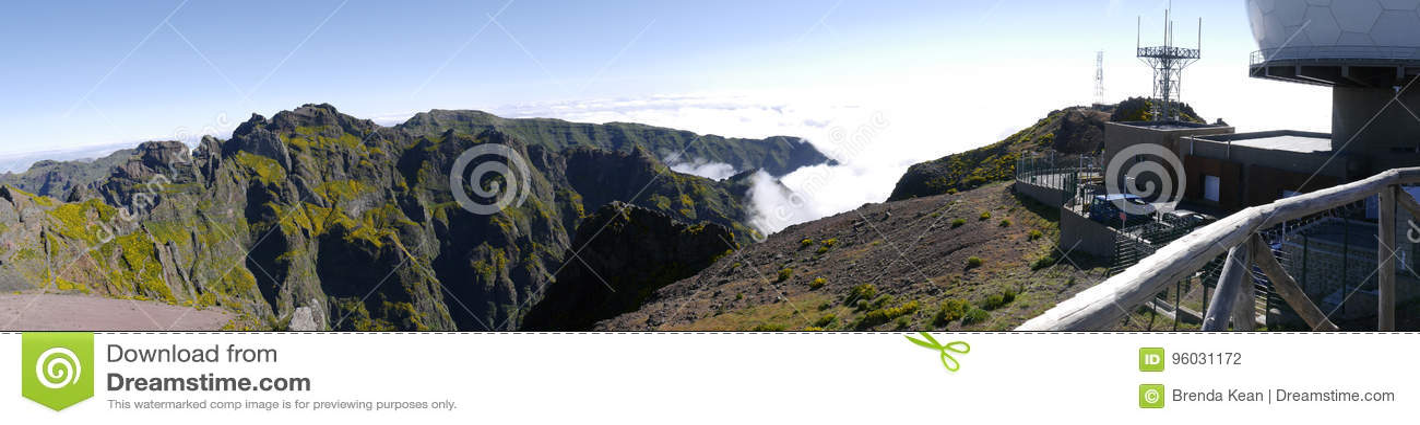 Obrony Powietrznej Radarowa stacja na Pico robi Arieiro, przy 1.818 m wysokimi, jest madery wyspy ` s trzeci wysokim szczytem
