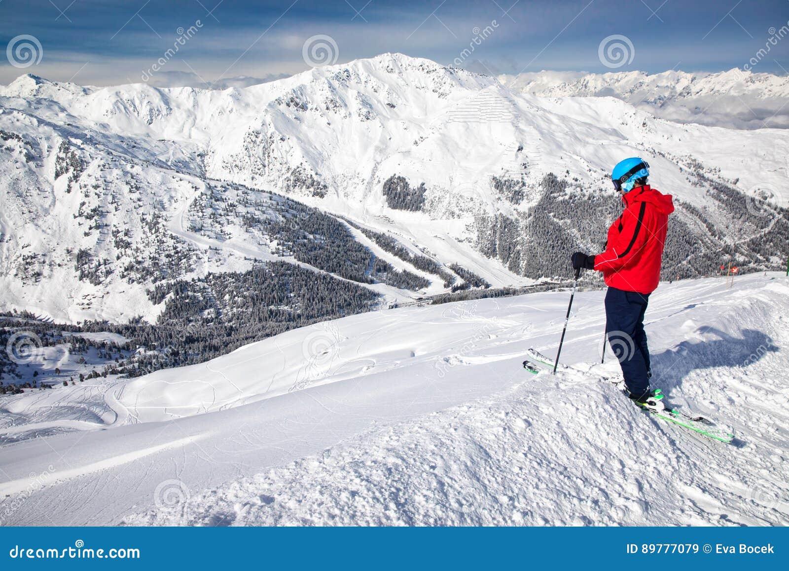 Obsługuje cieszyć się oszałamiająco widok przed freeride narciarstwem w sławnym