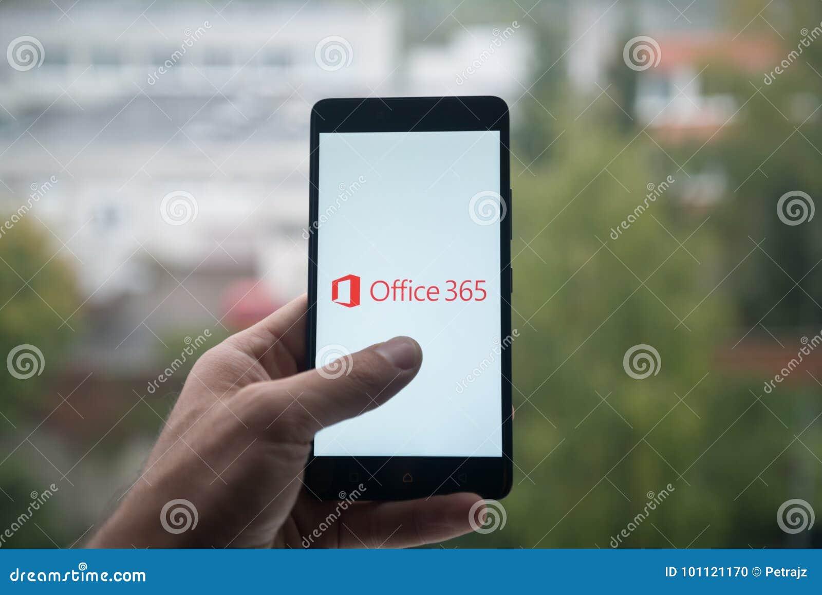 Obsługuje mienia smartphone z Microsoft Office 365 z palcem na ekranie