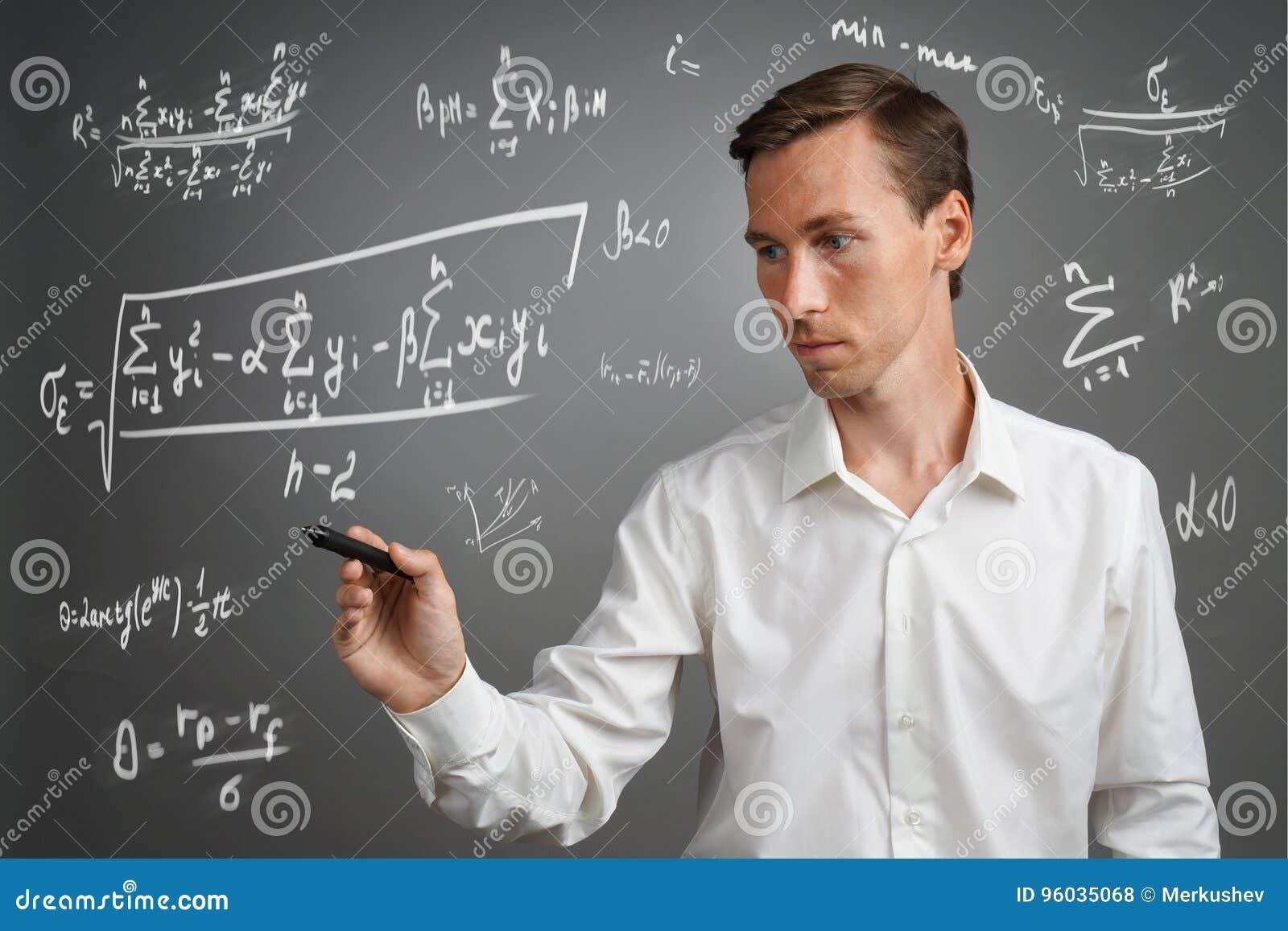 Obsługuje naukowa lub ucznia pracuje z różnorodnymi szkół średnich maths i nauk formułami