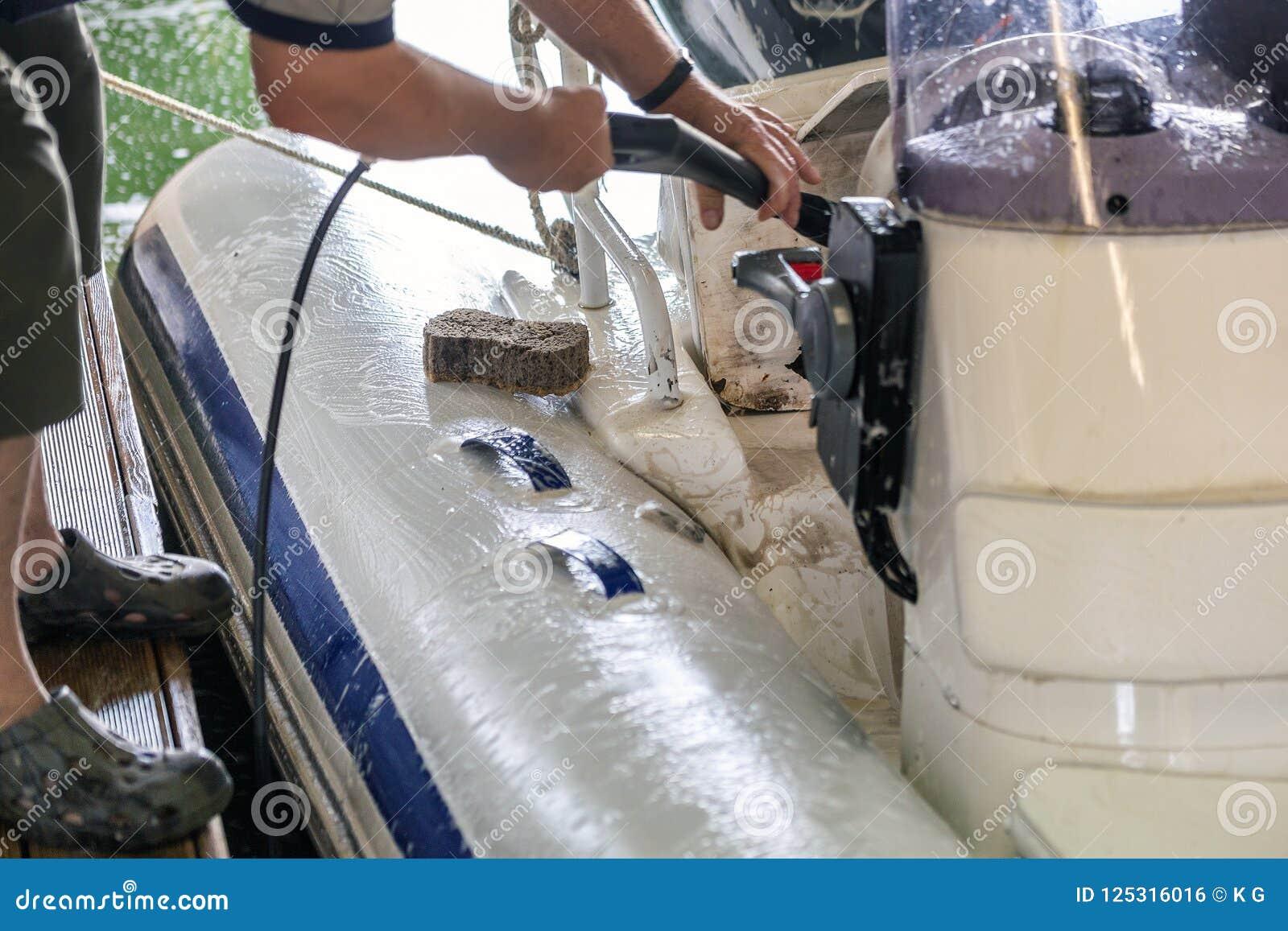 Obsługuje płuczkową białą nadmuchiwaną łódź z muśnięciem i wywiera nacisk system wodnego przy garażem Statku usługowy i sezonowy