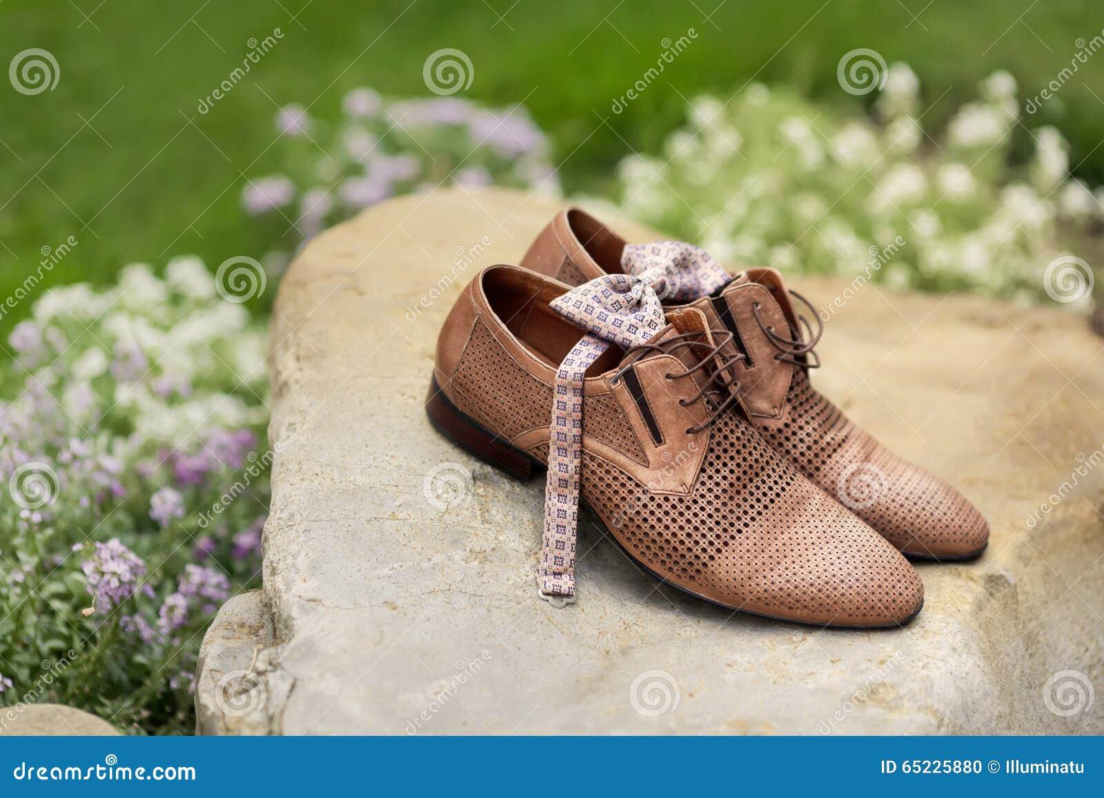Obsługuje rzemiennych klasycznych buty