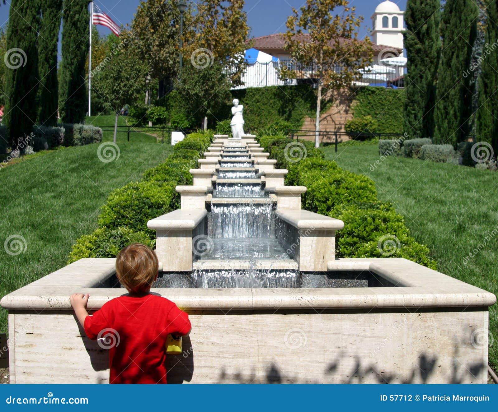 Download Observateur de fontaine photo stock. Image du public, terraced - 57712