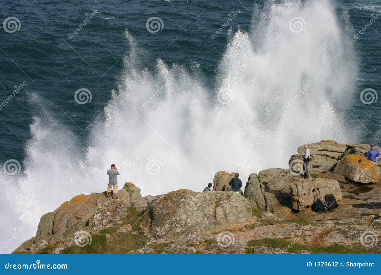 Observation d un pulvérisateur de mer spectaculaire