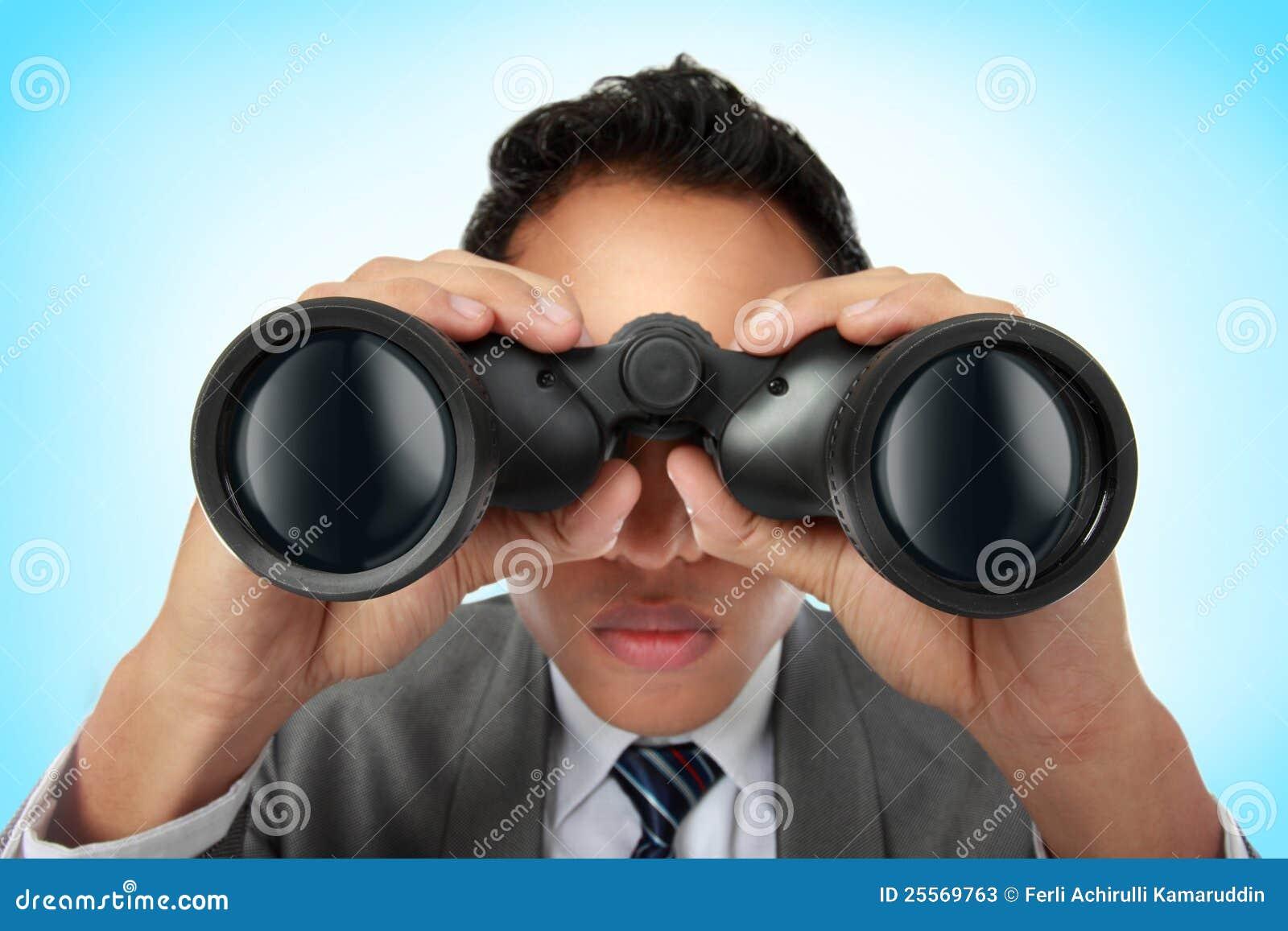 Obuocznego biznesu przyglądający mężczyzna