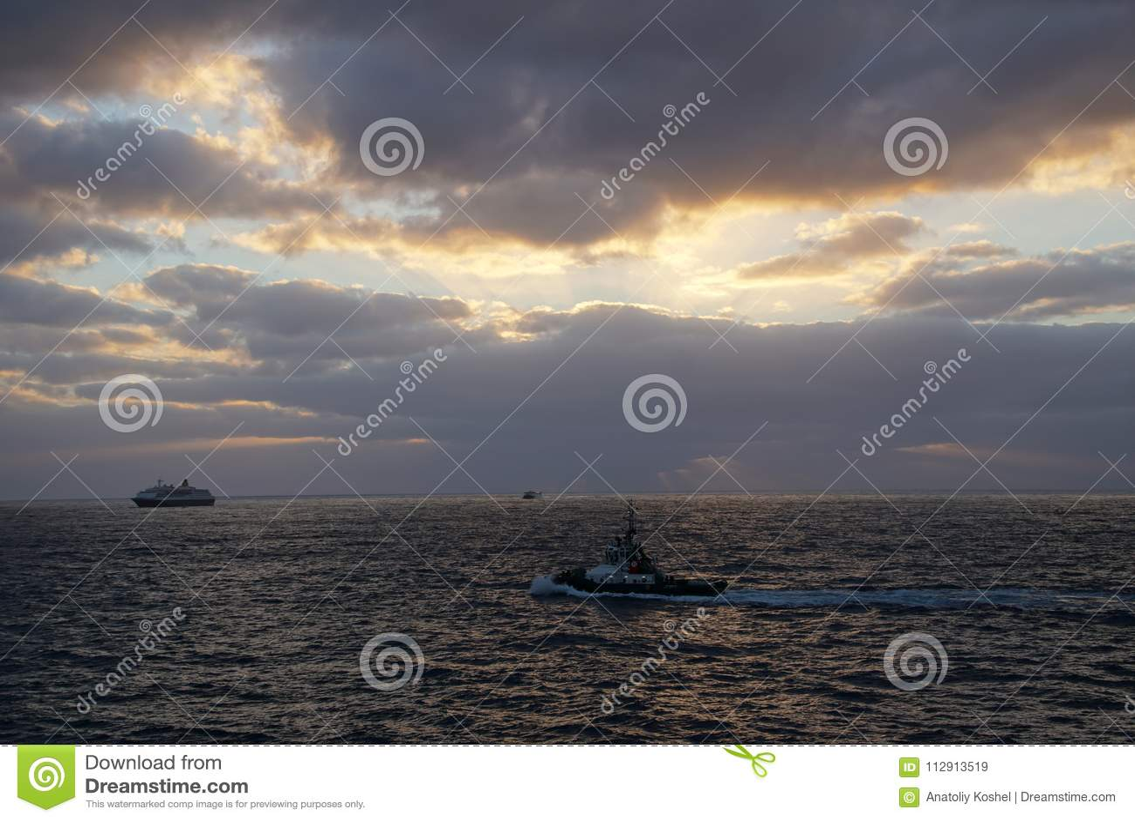 Océan magique Lever de soleil au-dessus de l Océan atlantique Matin Vagues du ressac