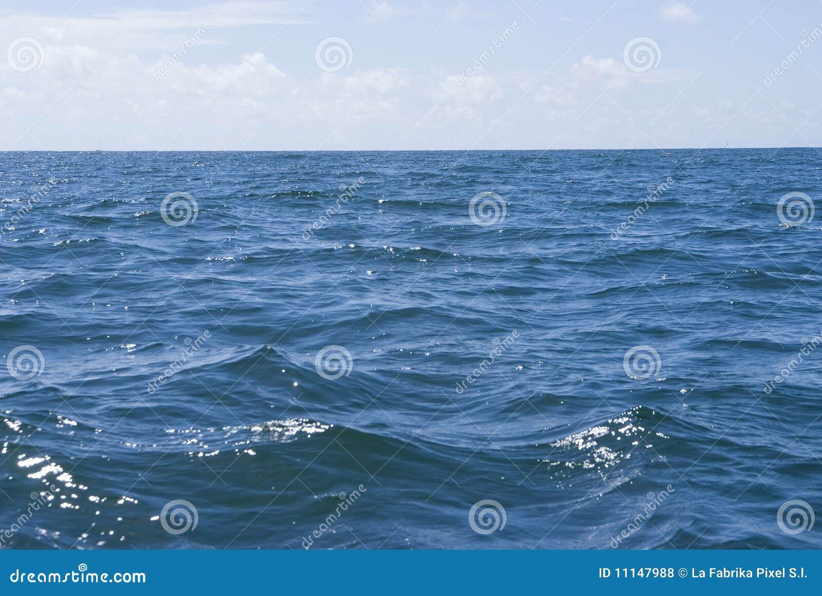 Océano azul profundo