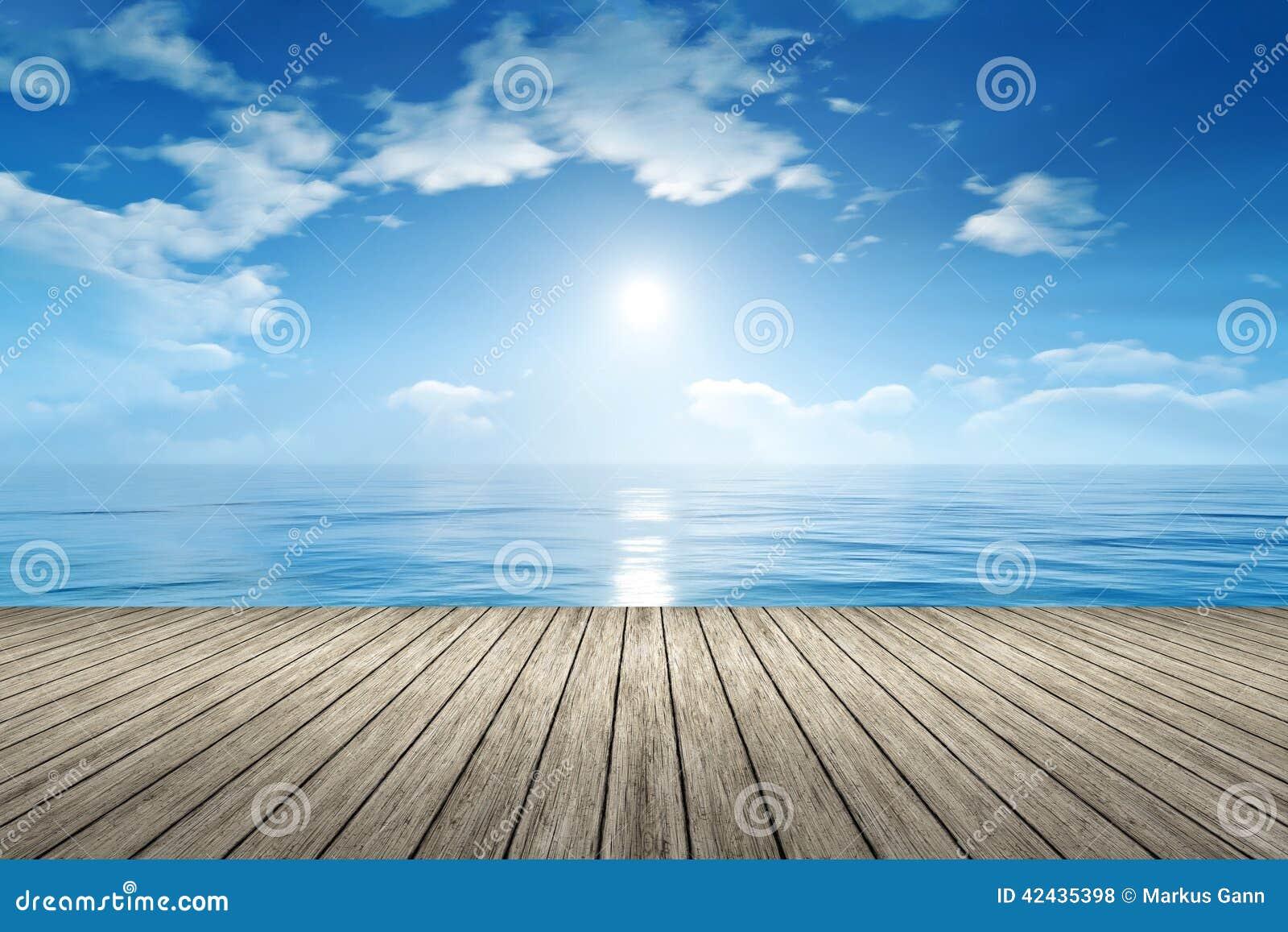 Océano del cielo azul
