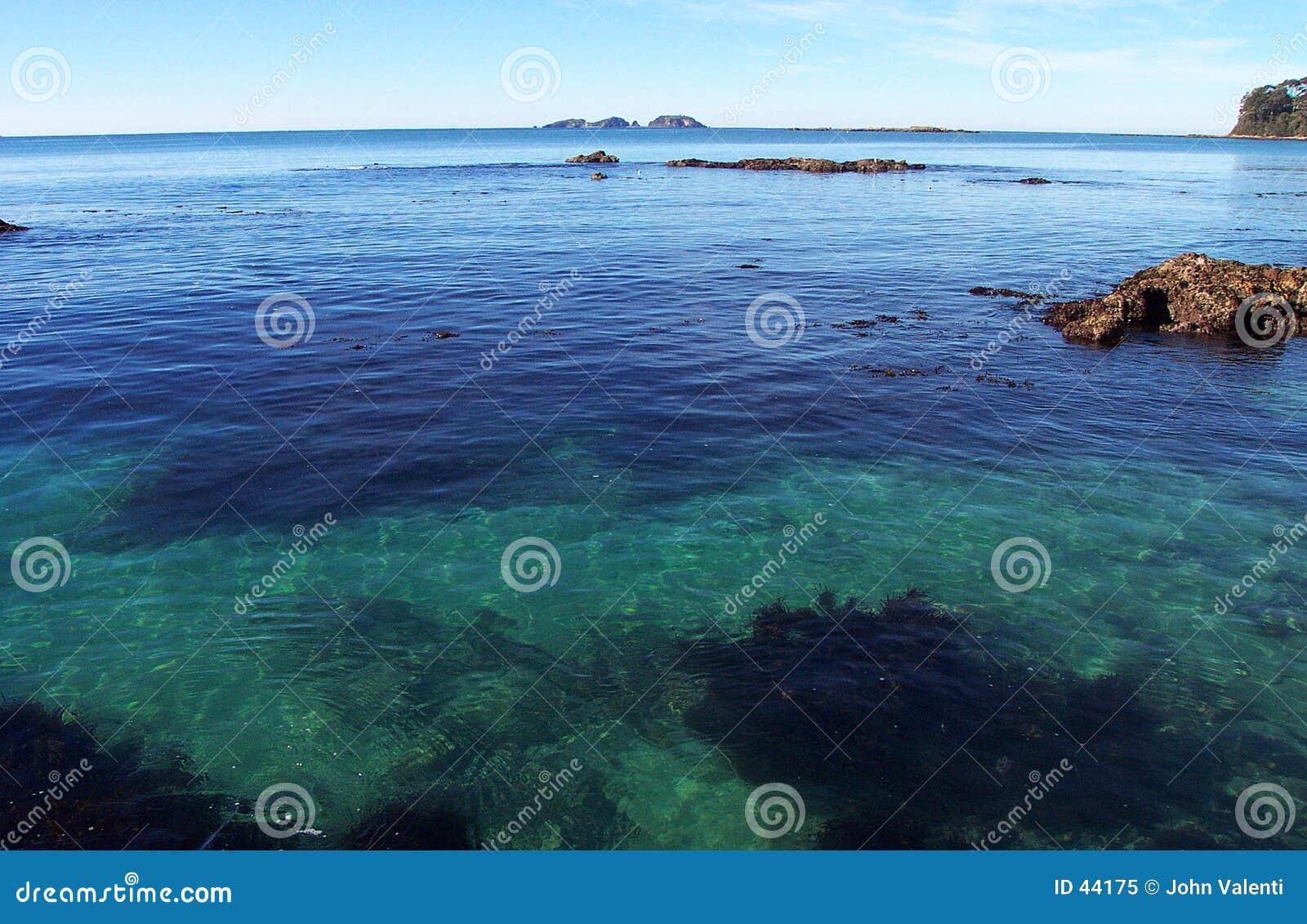 Download Océano esmeralda imagen de archivo. Imagen de rocas, océano - 44175