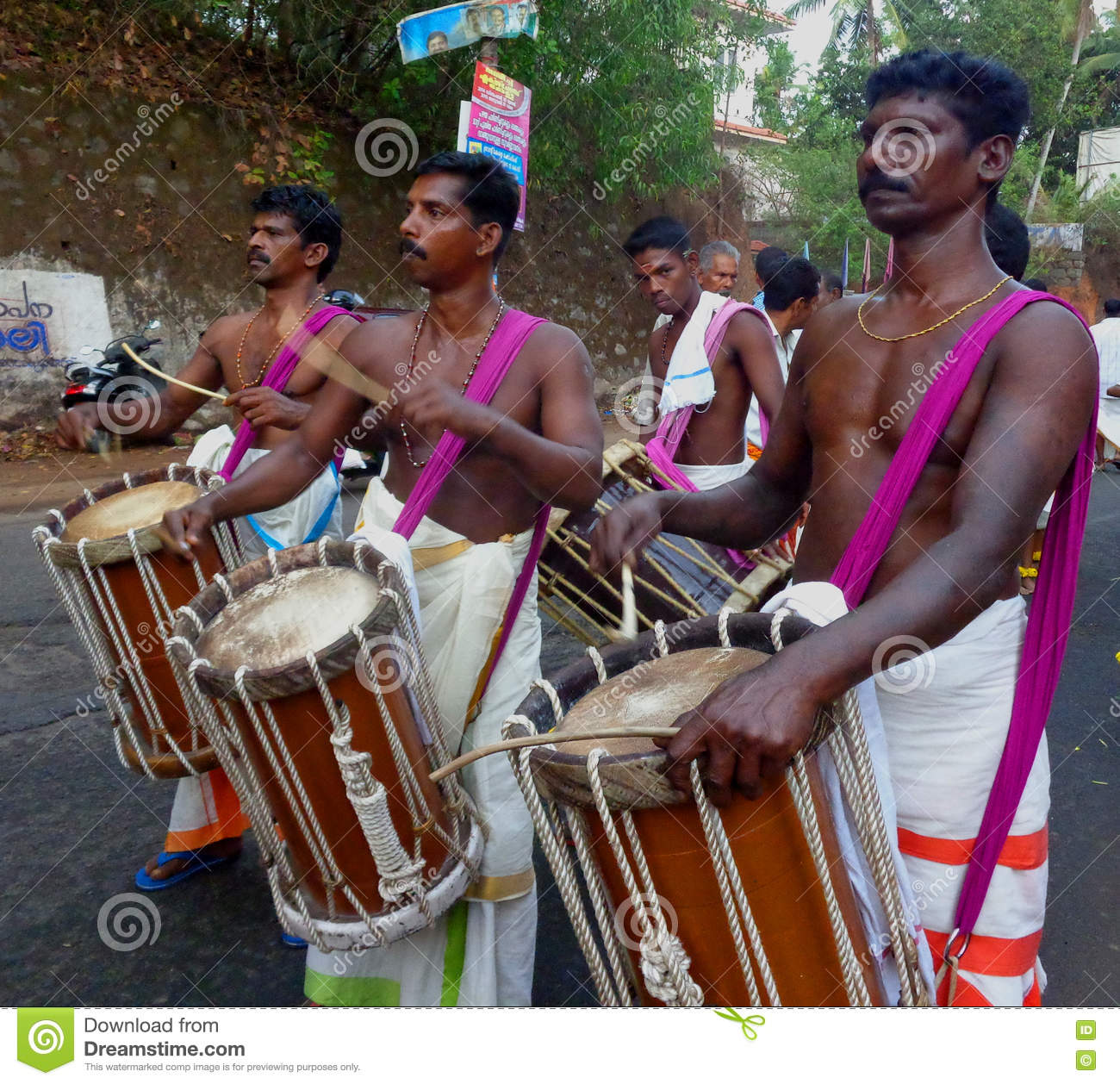 Occation de festival de temple de melam de Chenda @