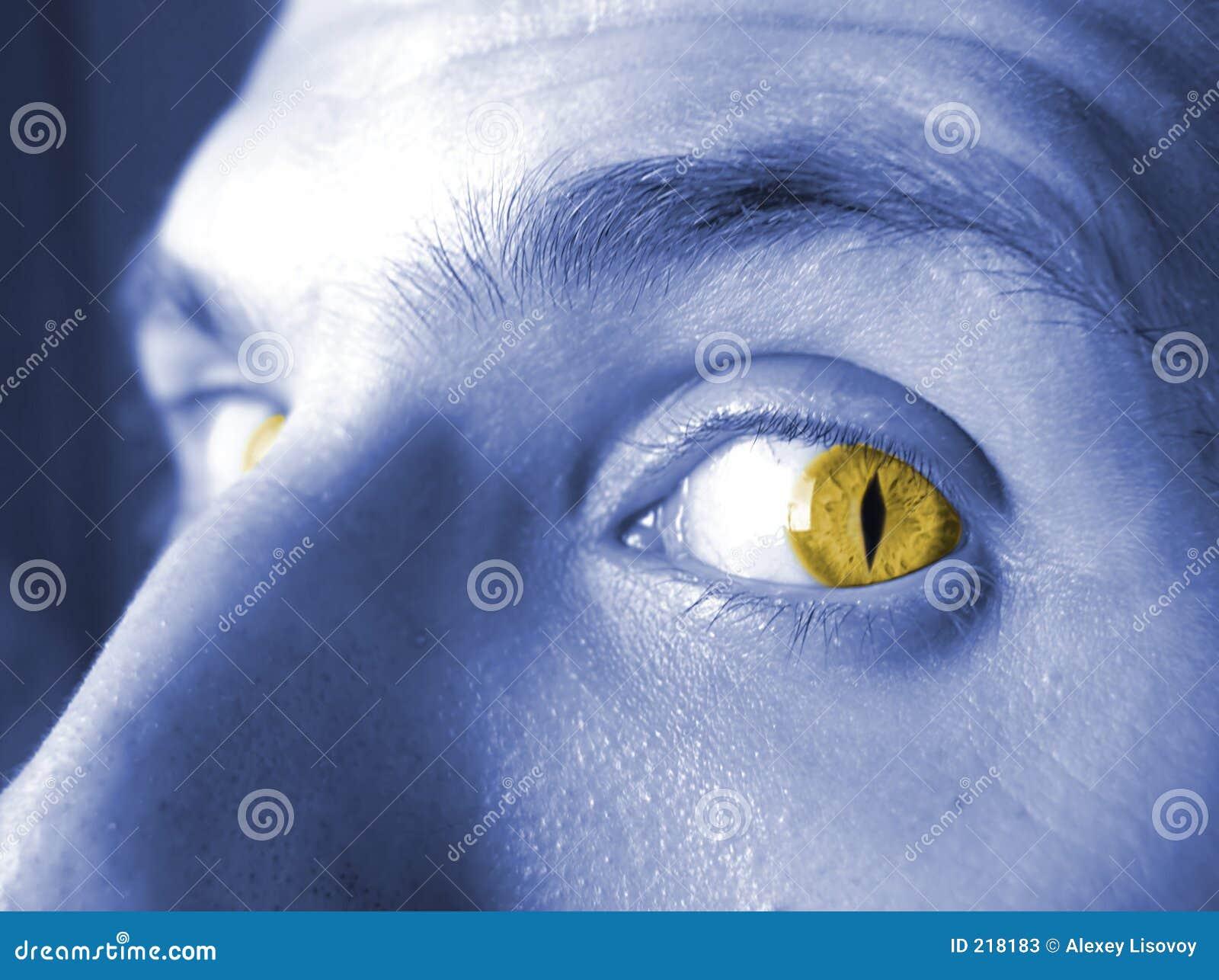 Occhi 2 di colore giallo