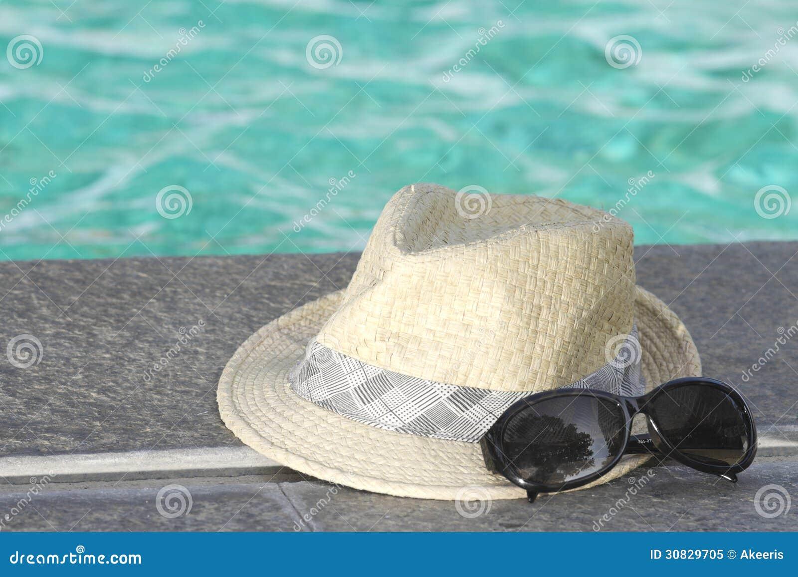 Occhiali da sole con il cappello