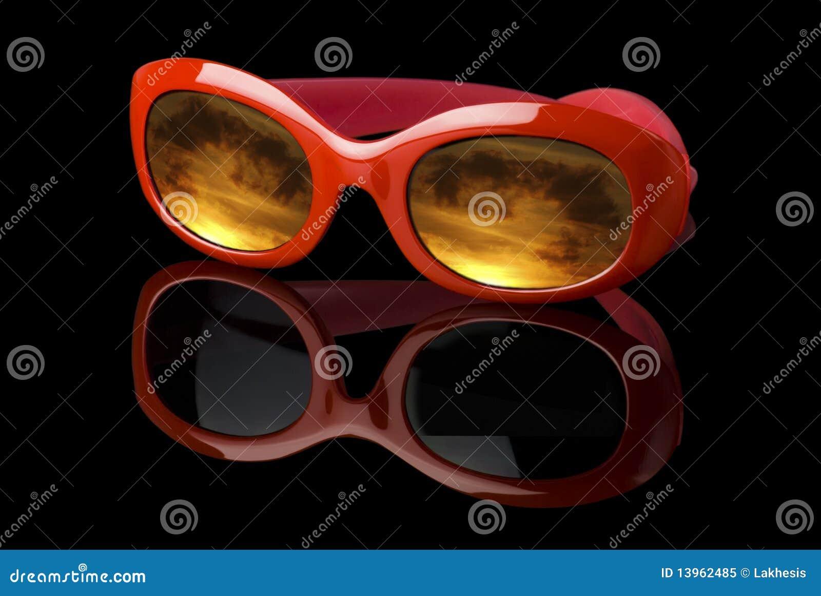 Occhiali da sole futuristici