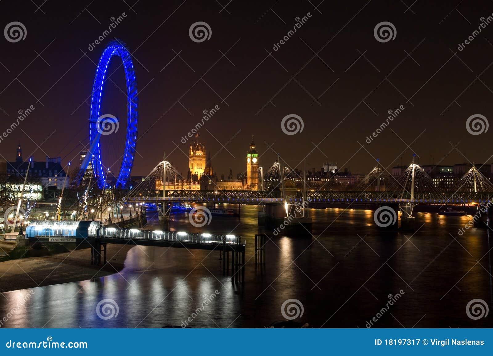 Occhio del palazzo e di Londra di Westminster alla notte