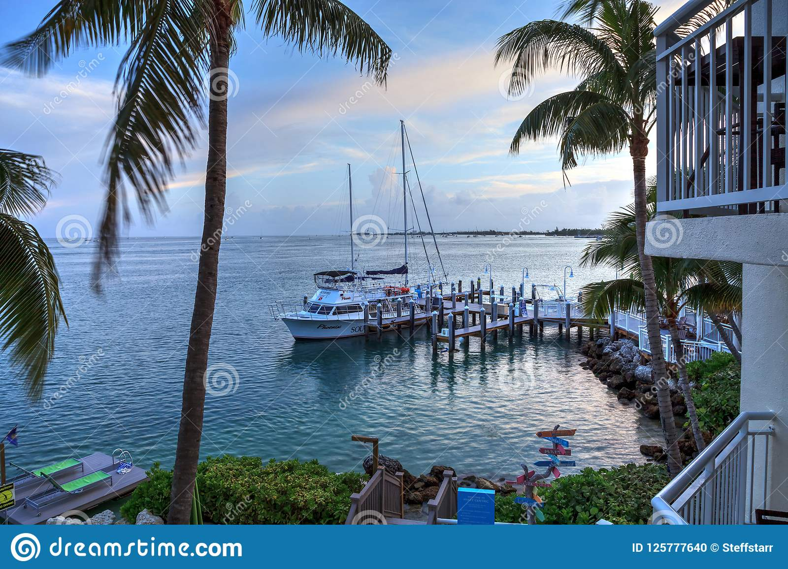 Oceaanmening van bank op het dok in Hyatt Centric Key West