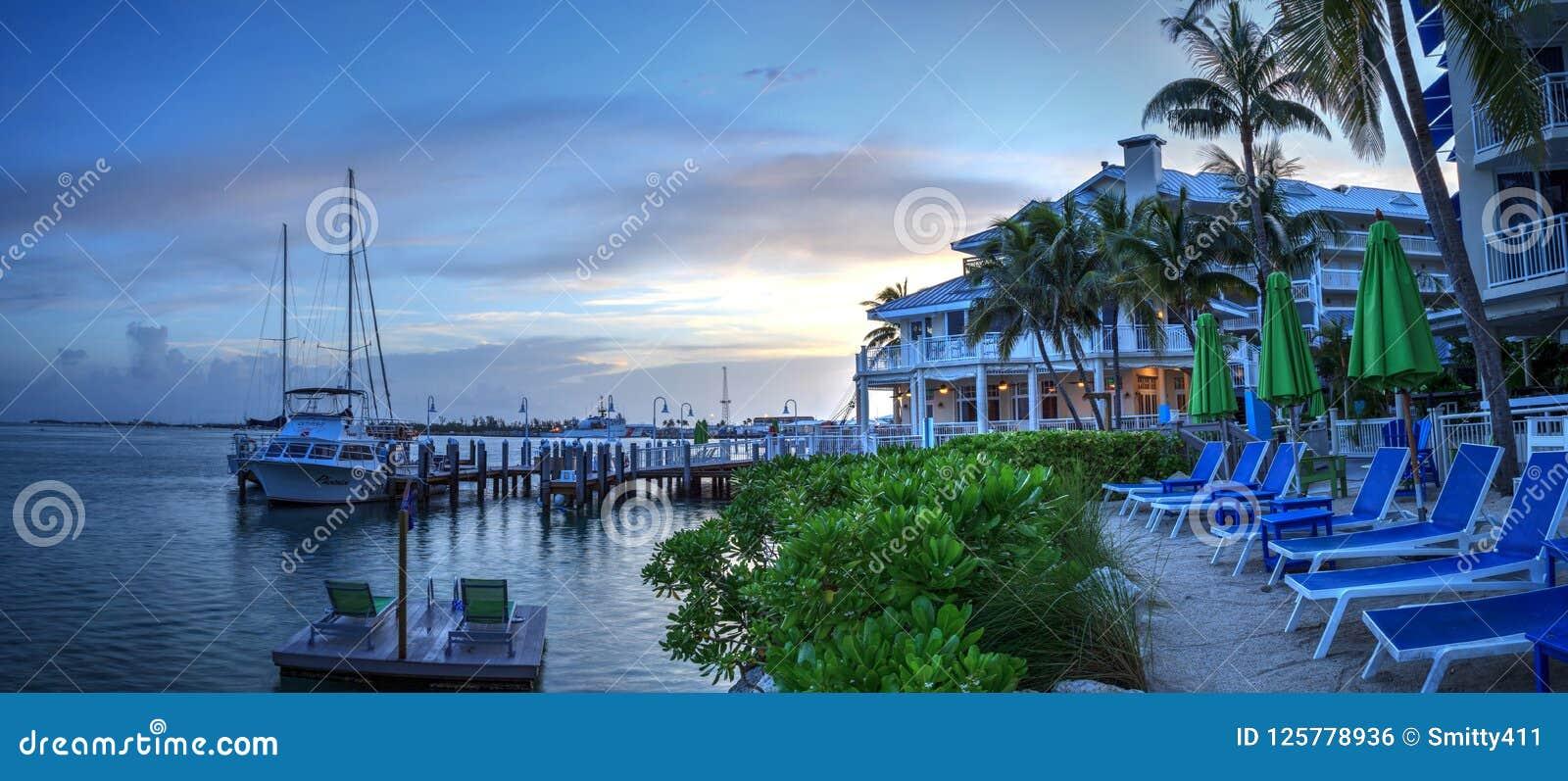 Oceaanmening van bank op het dok in Hyatt Centric Key West