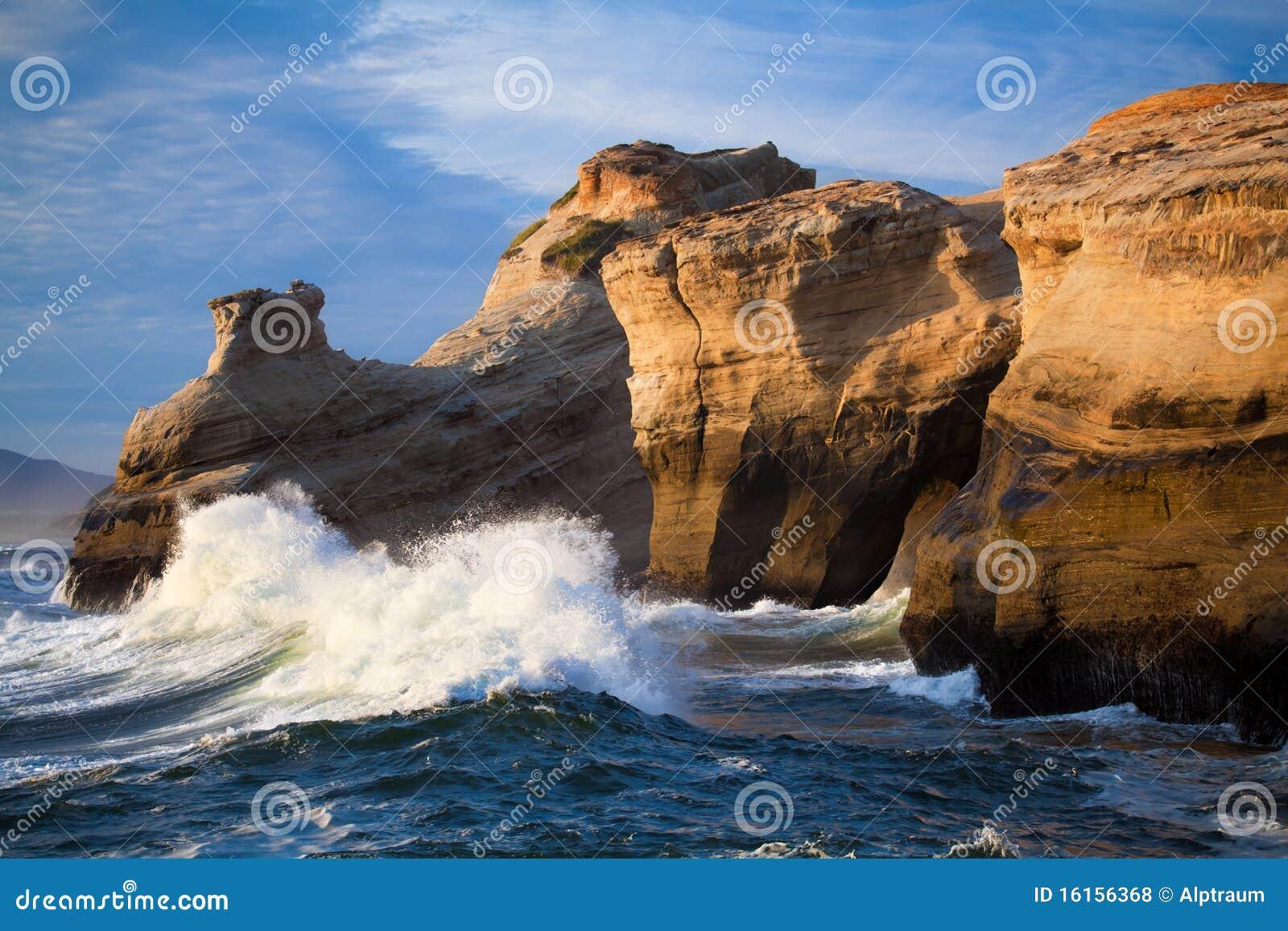 Ocean waves landscape - Oregon coast