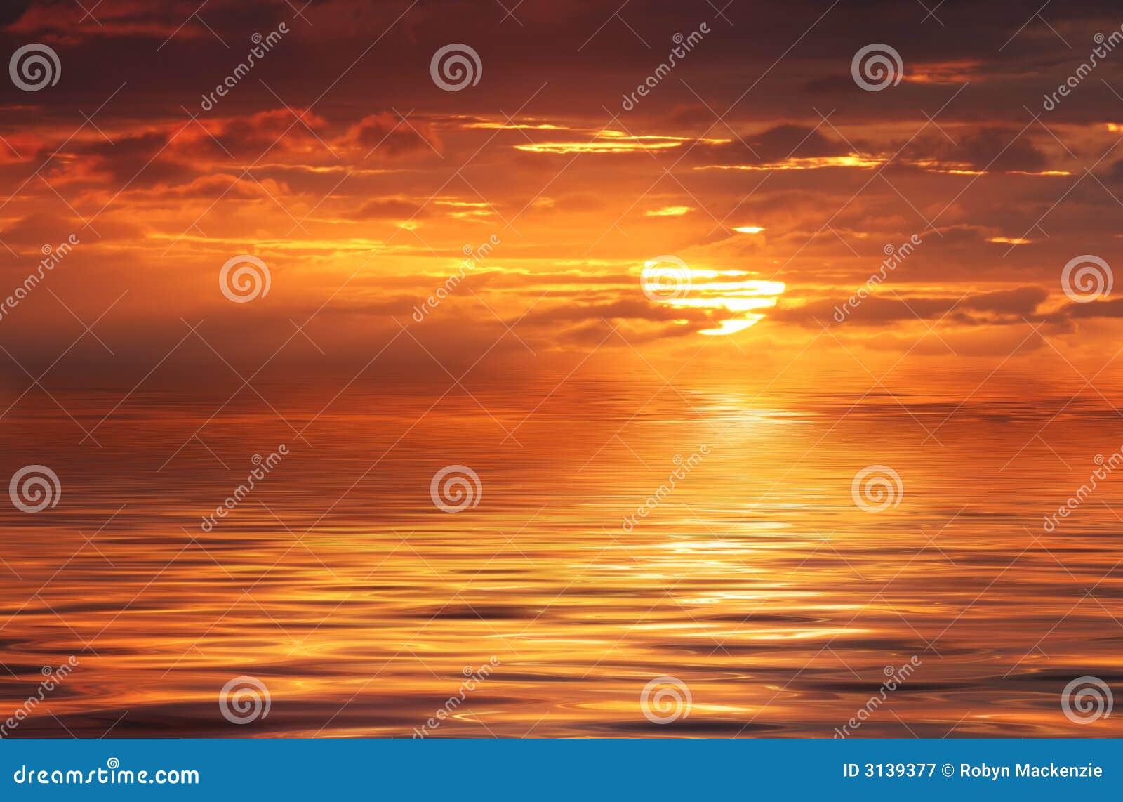 Oceano astratto ed alba
