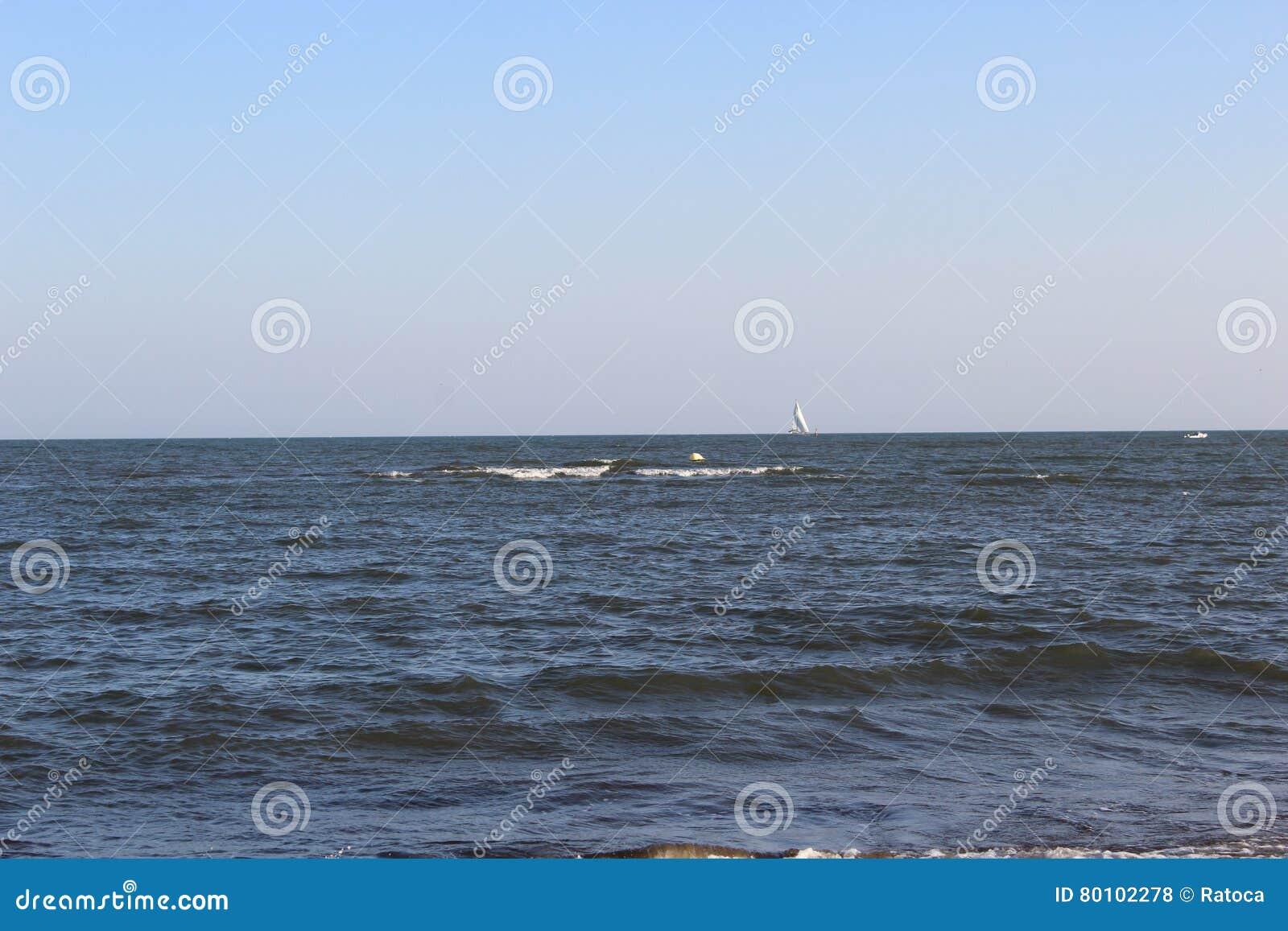 Oceano azul agradável