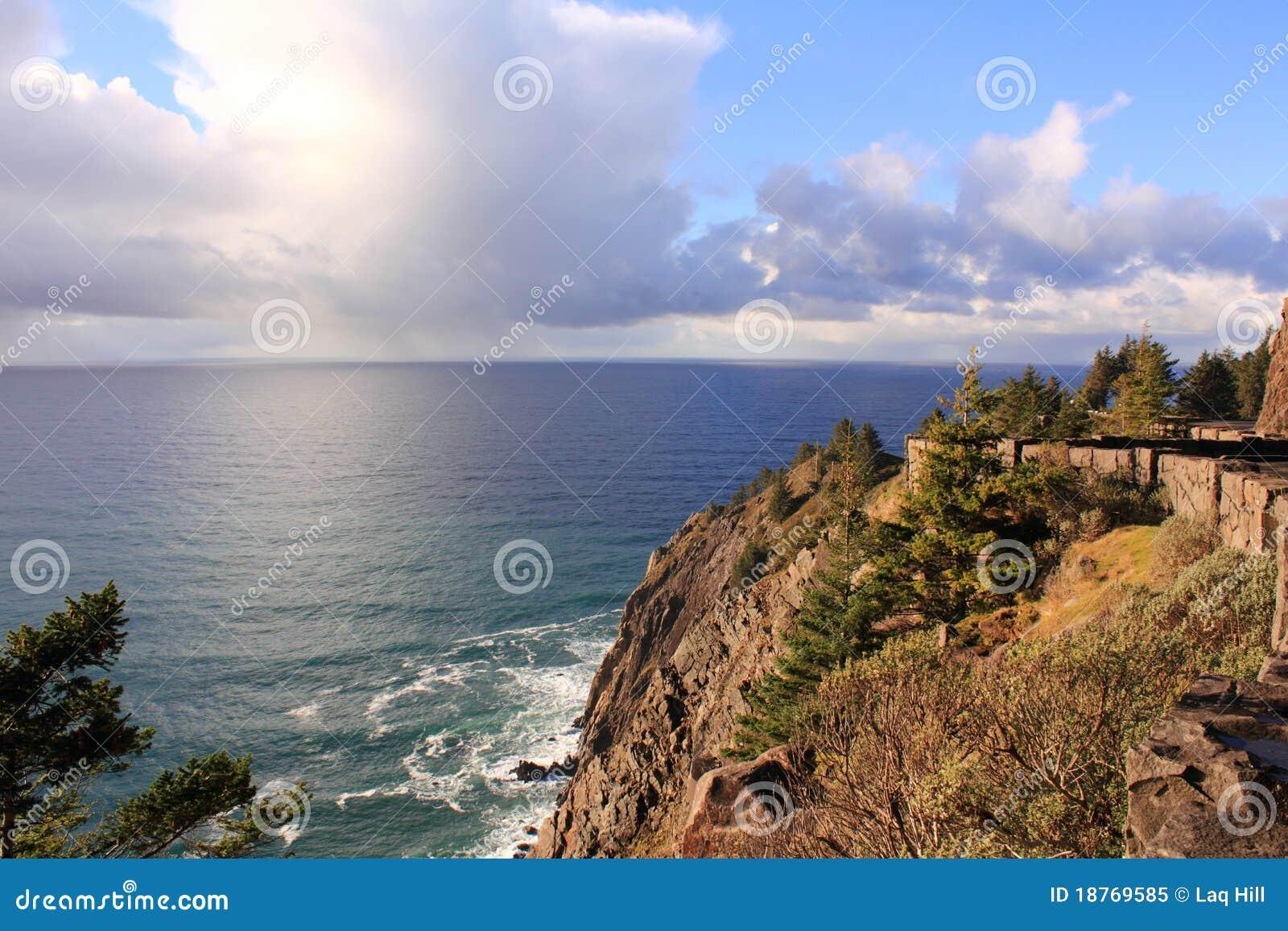 Oceano de Peacefull na costa de Oregon