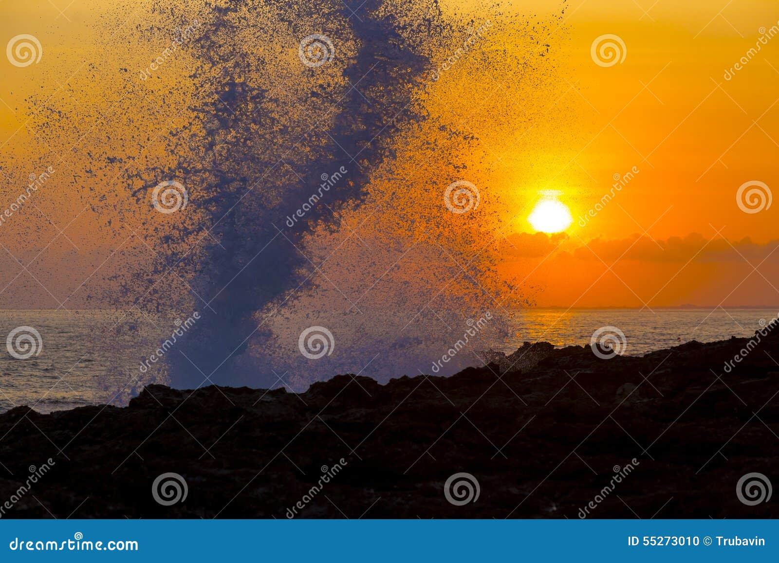 Oceano Wave a tempo di tramonto