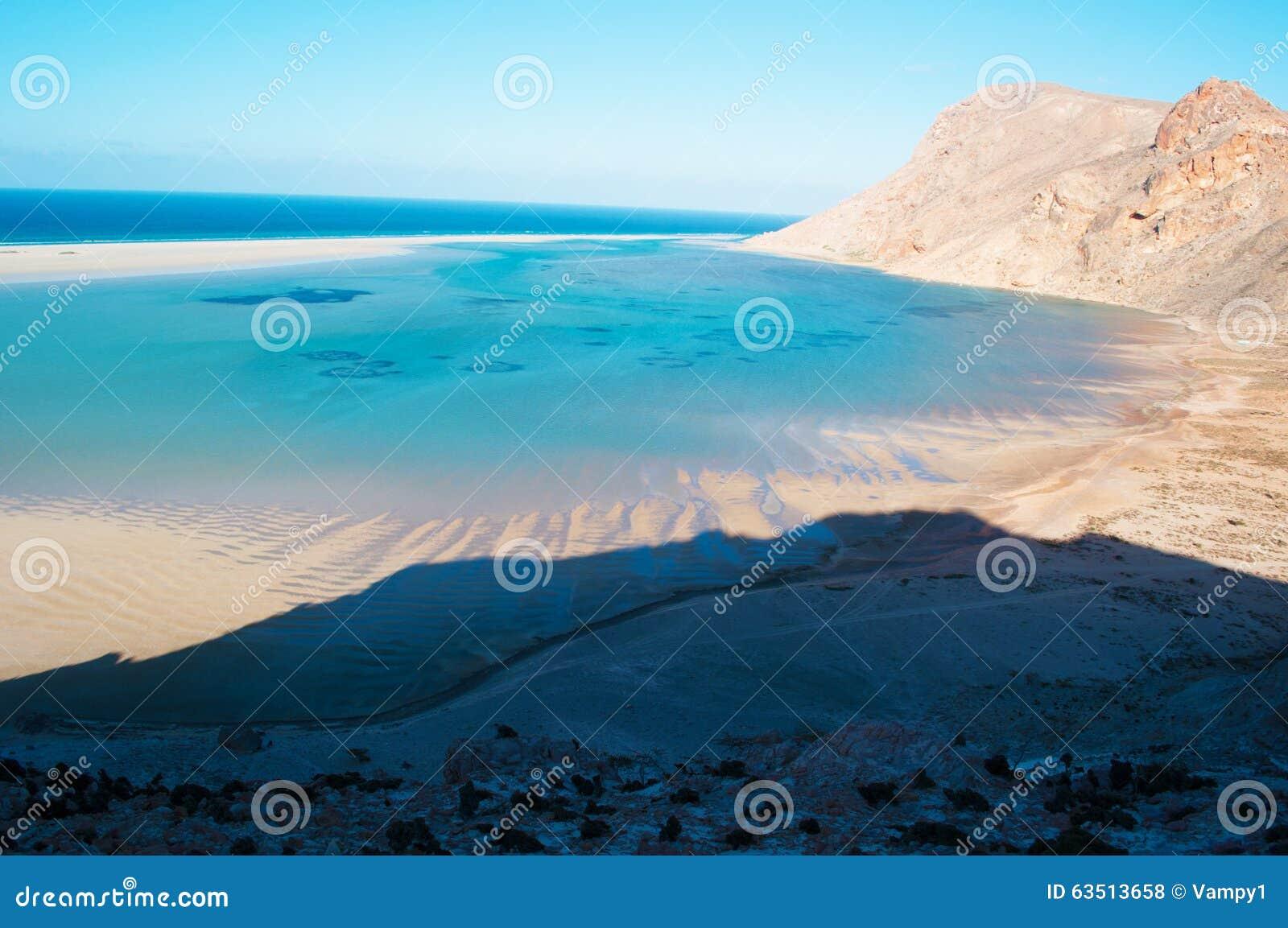 Ochraniający teren Qalansia plaża laguna i góry, Socotra, Jemen