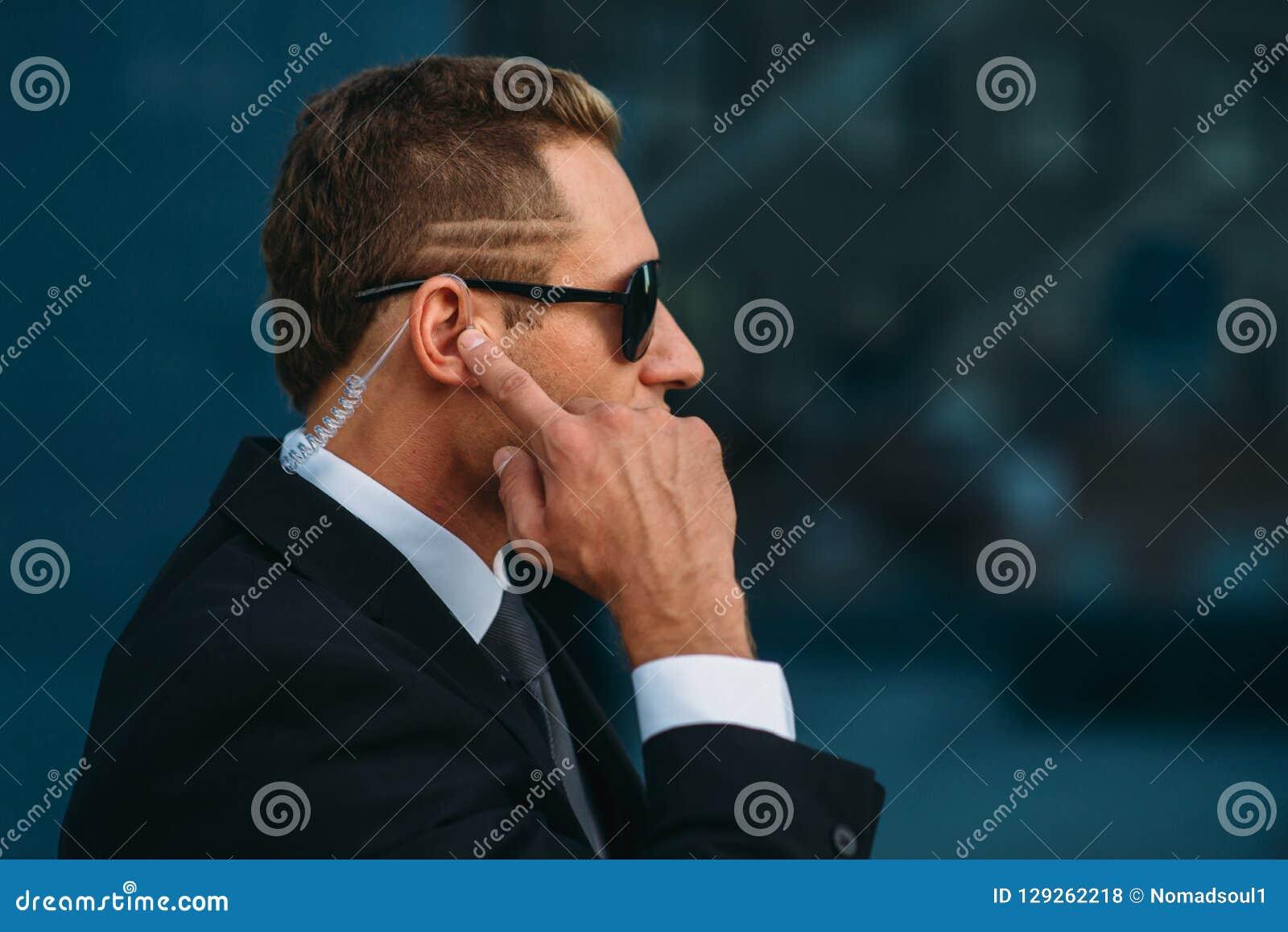 Ochroniarz opowiada earpiece, komunikacj narzędzia