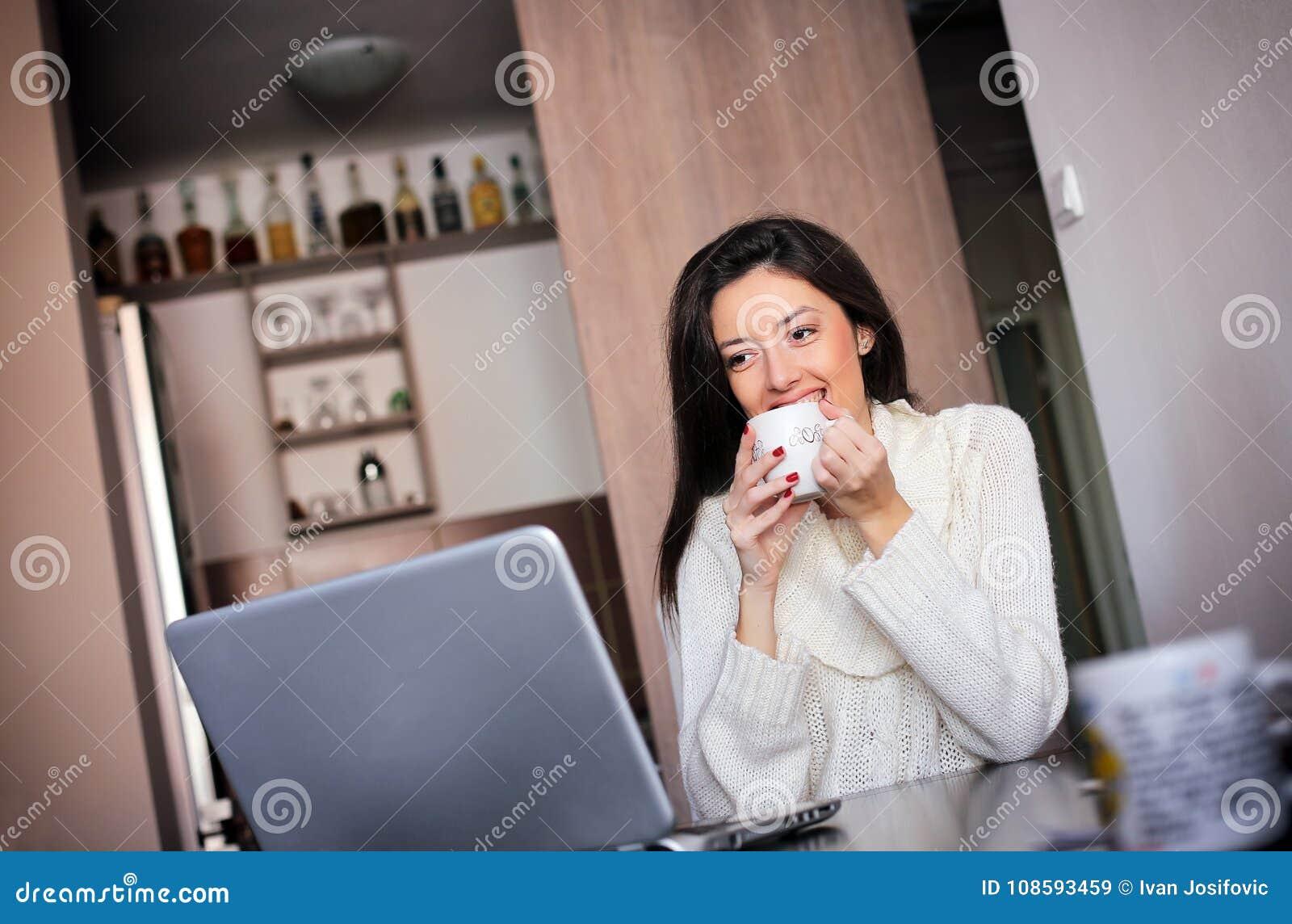 Ochtendkoffie voor laptop