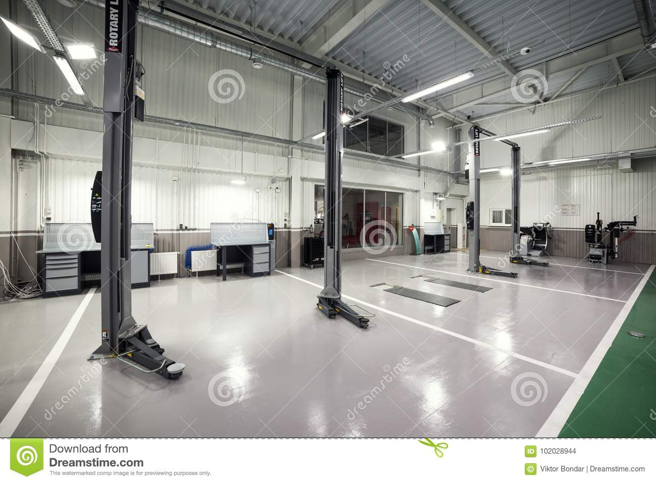 02 Of October 2017 Vinnitsa Ukraine Interior Car Care Center The Electric Lift For Cars In The Service Car Repair Service Centre Editorial Stock Image Image Of Background Maintenance 102028944