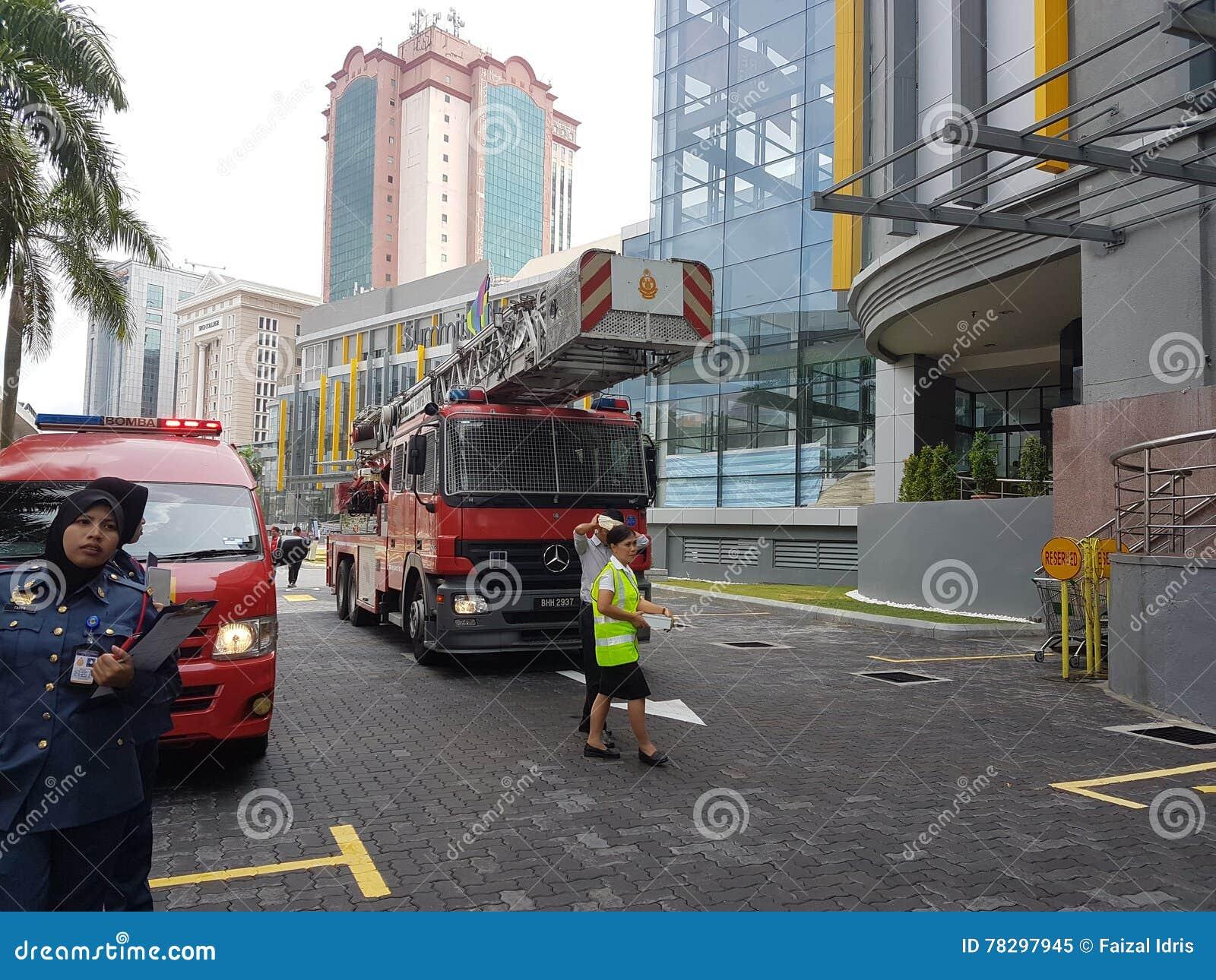 5 octobre 2016 Subang Jaya, Malaisie L exercice d exercice contre l incendie à l hôtel Subang USJ de sommet a été fait ce matin
