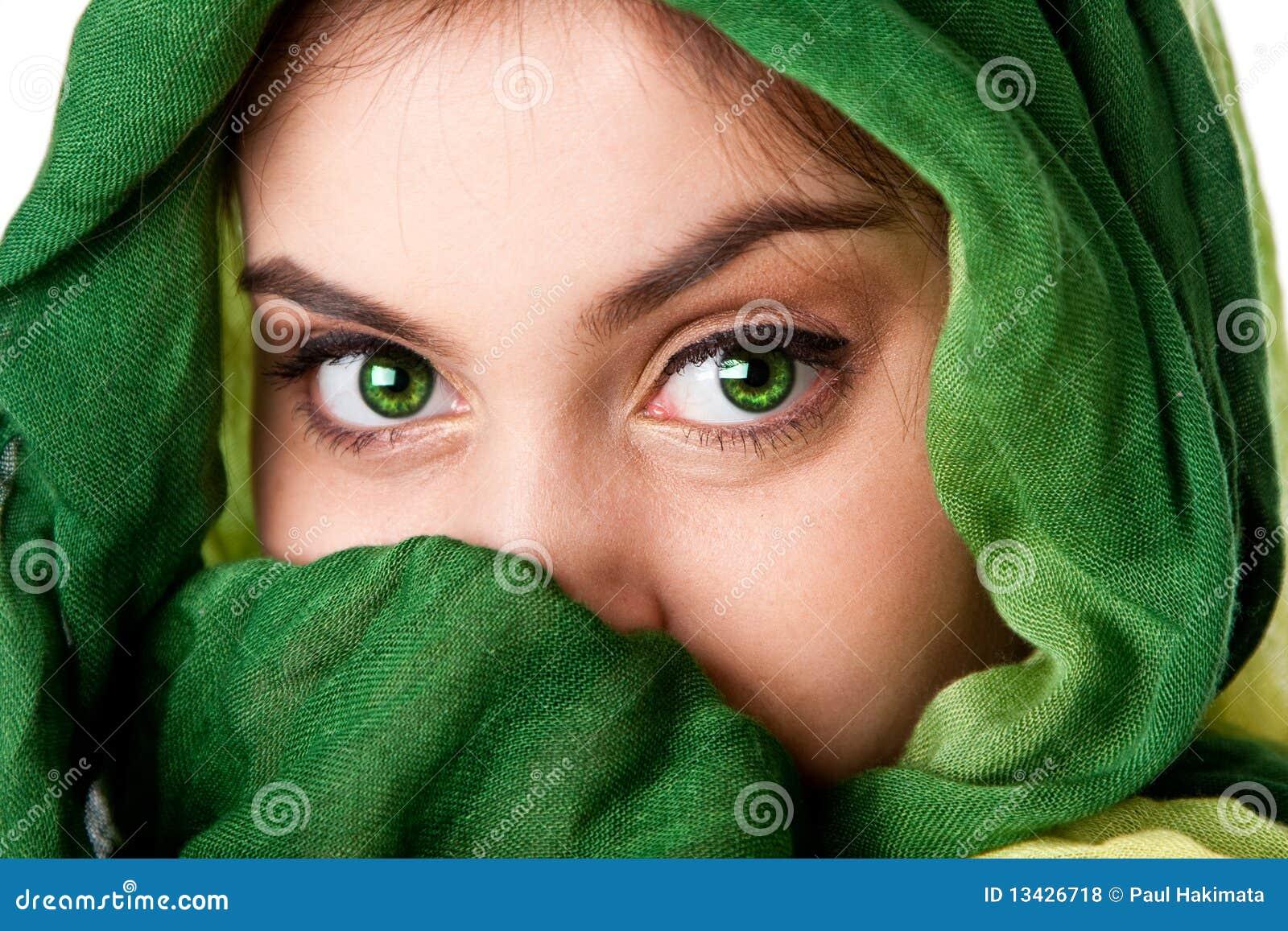 Oczu twarzy zieleni szalik